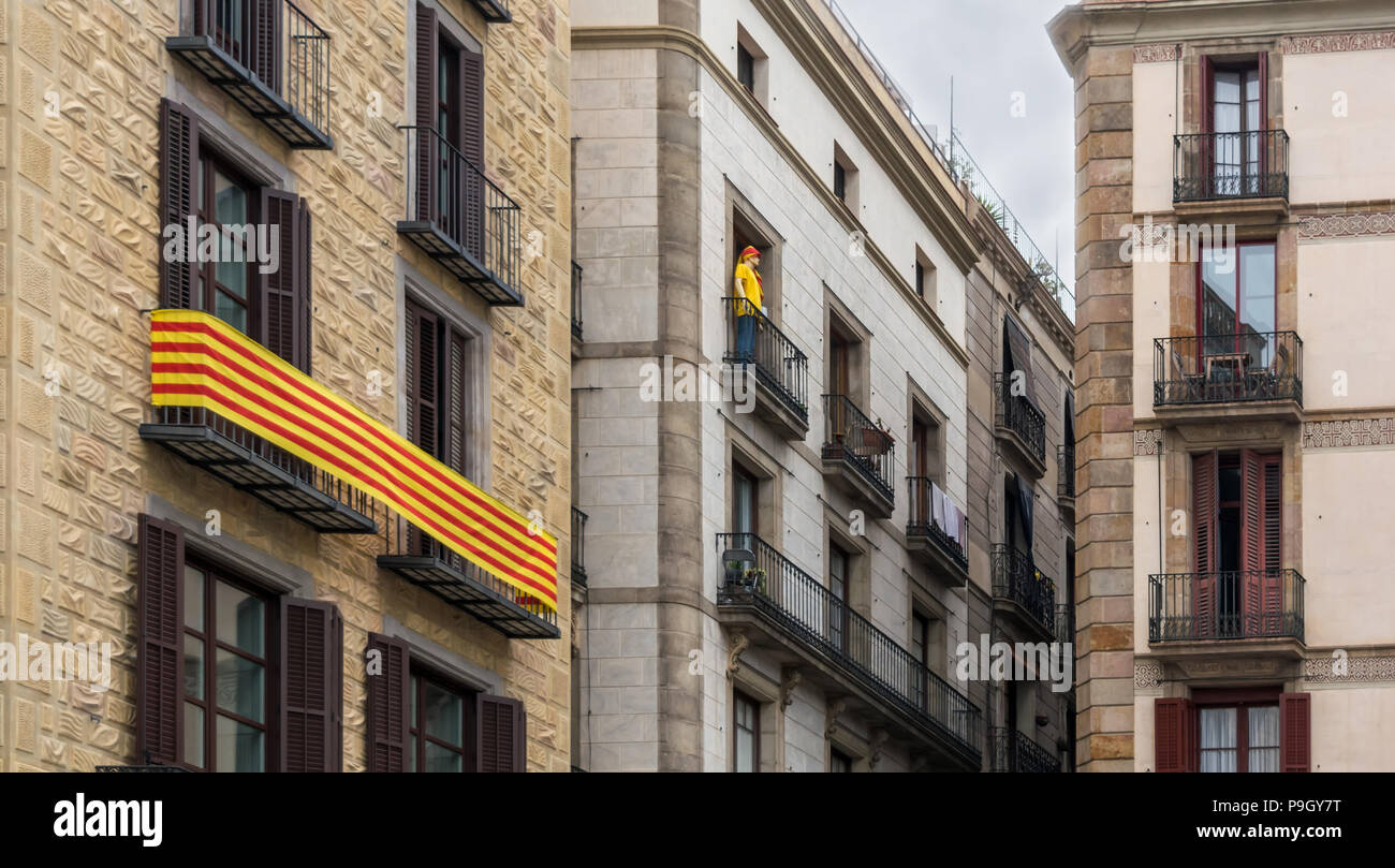 ac3b70234 La Senyera ('flag' in Catalan) and mannequin on the balconies in Gothic