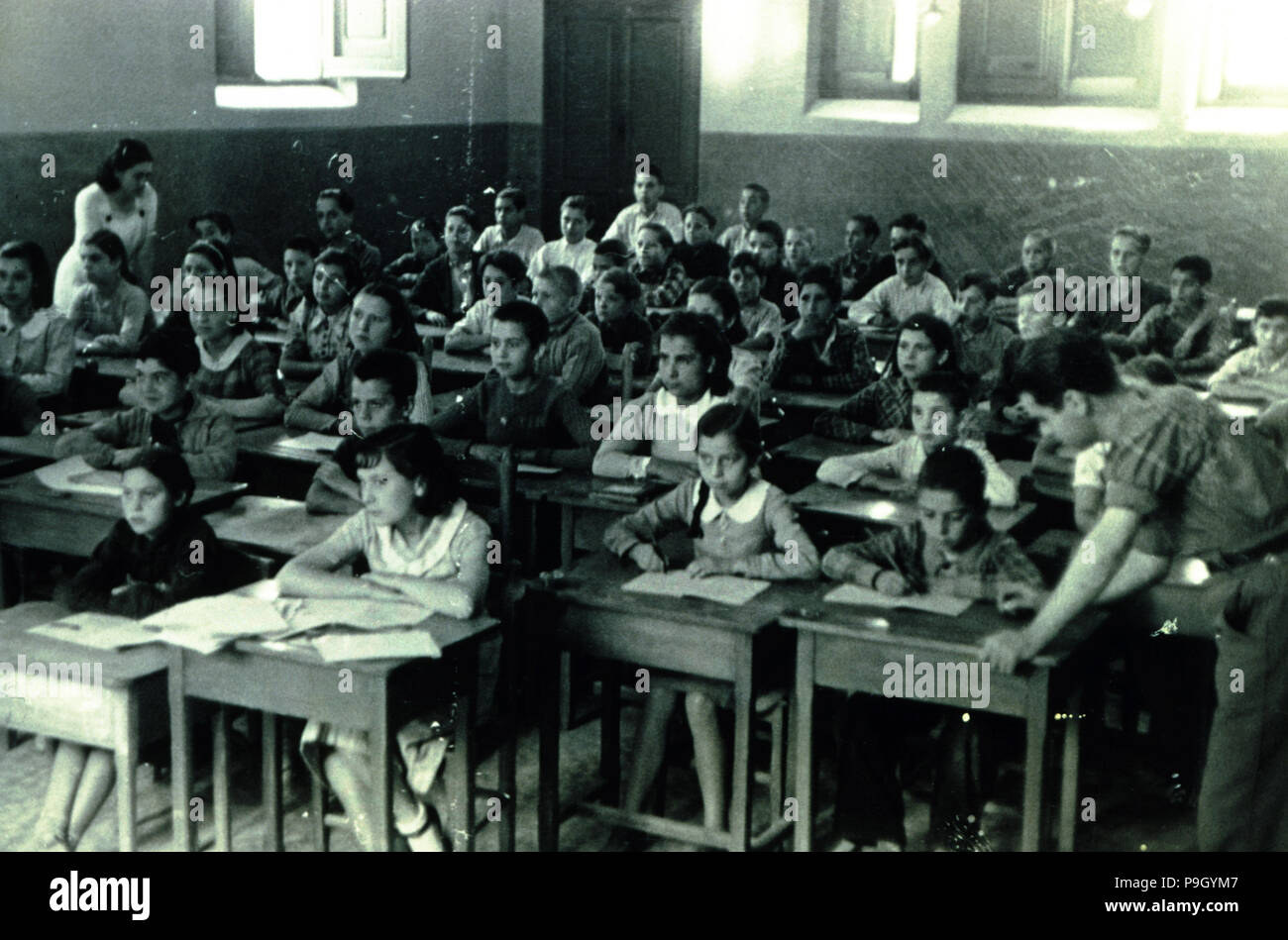Spanish Civil War (1936 - 1939), school of evacuated children that hold the 42 Division, 227 Brigade, children from Palma de Flix, elementary mixed education, but with master and mistress. - Stock Image