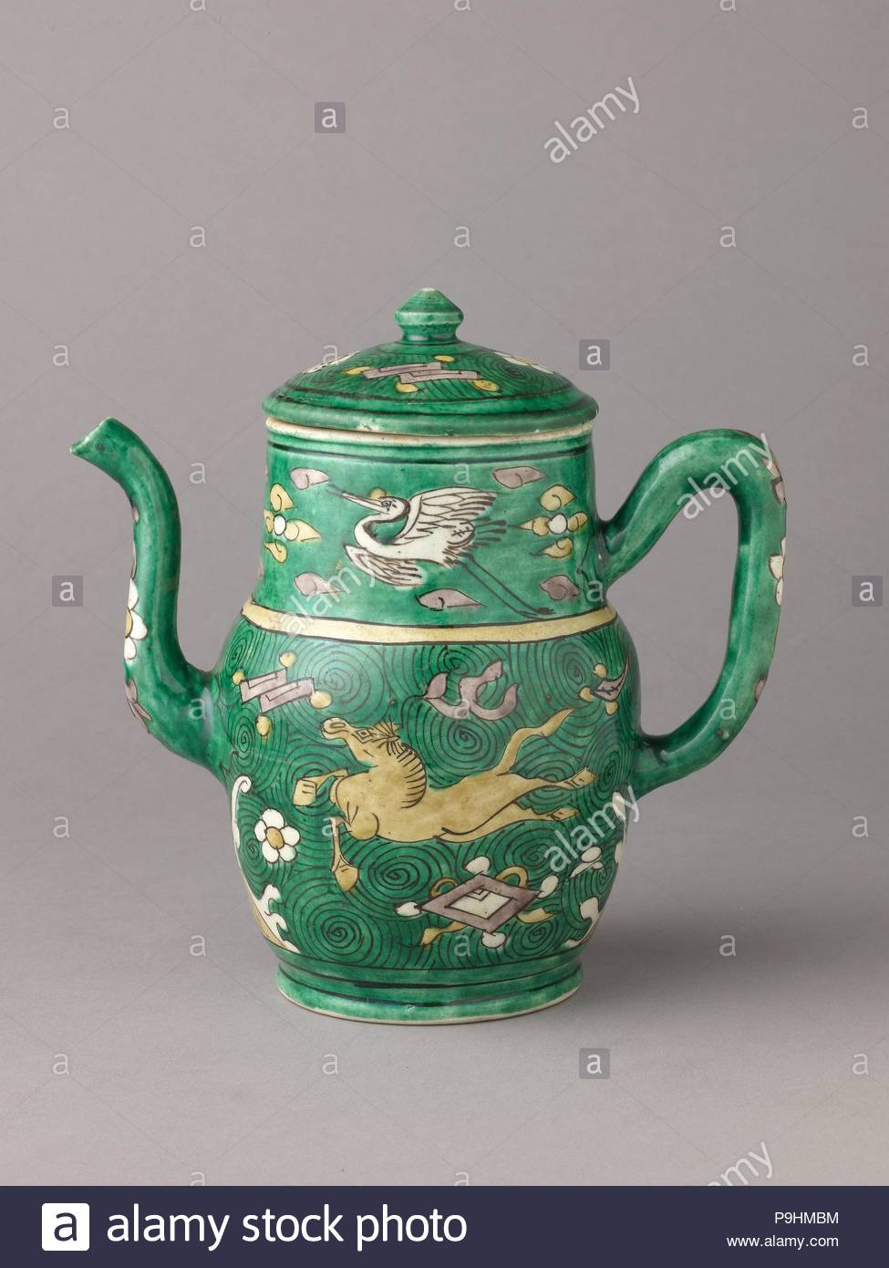 Covered ewer, ca. 1644–83, Chinese, Porcelain painted in enamels on the biscuit., Height with lid: 17.1 cm., Ceramics, Chinese , Qing Dynasty, later Transitional period. - Stock Image