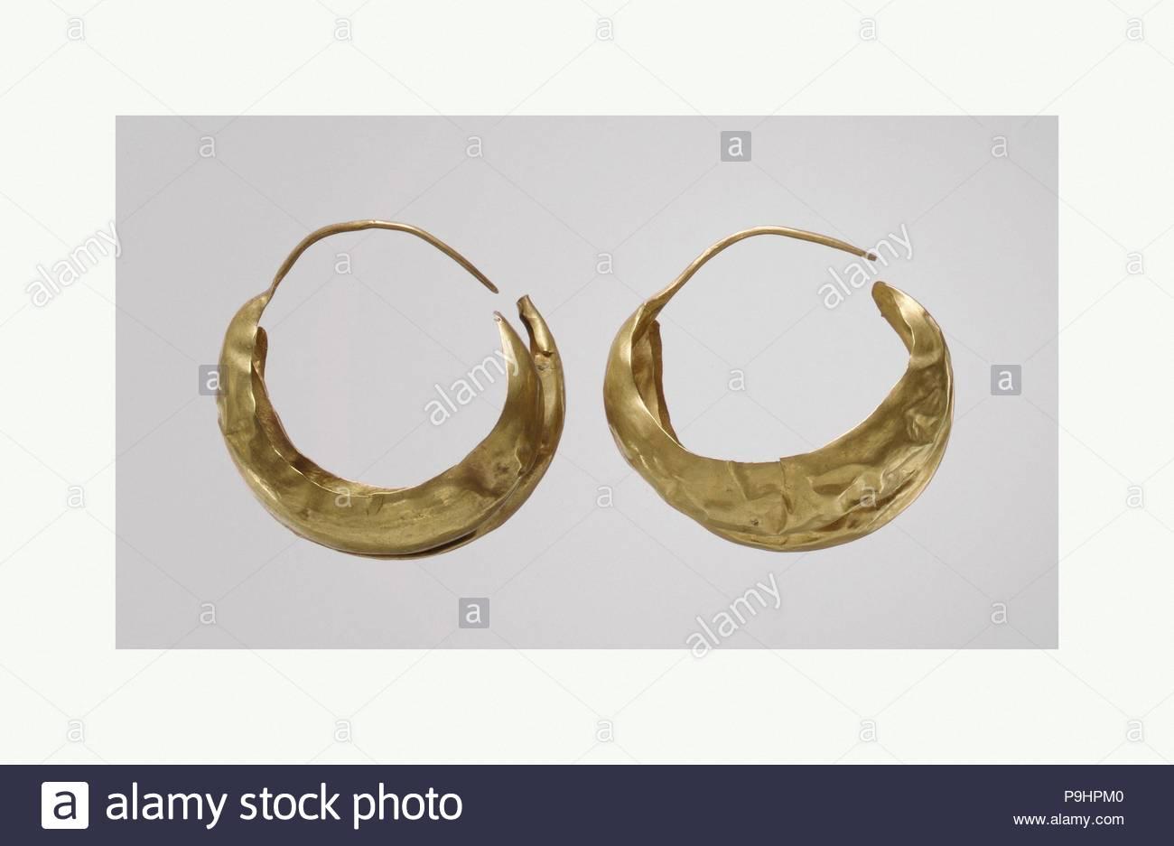 Earring Early Dynastic IIIa Ca 2600 2500 BC Mesopotamia Ur Modern Tell Al Muqayyar Sumerian Gold 2 3 4 In 7 Cm Metalwork Ornaments