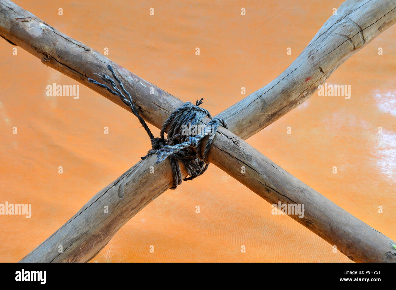 Square binding knot with black nylon rope - Stock Image