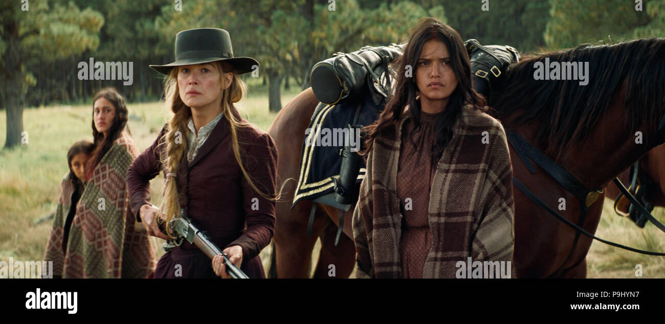 HOSTILES (2017)  ROSAMUND PIKE  TANAYA BEATTY  SCOTT COOPER (DIR)  ENTERTAINMENT STUDIOS MOTION PICTURES/MOVIESTORE COLLECTION LTD - Stock Image