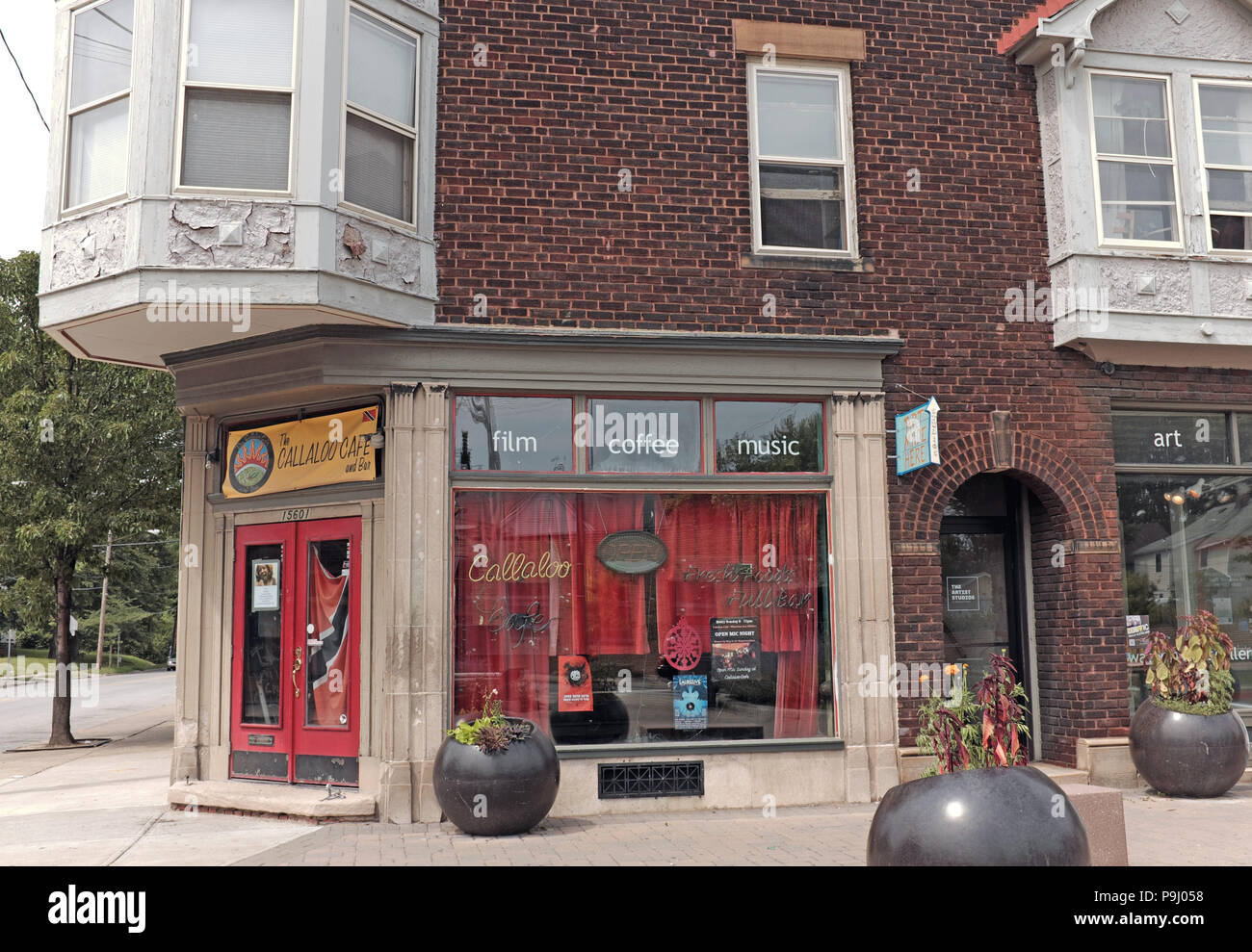 The Callaloo Cafe and Bar on East 156th and Waterloo Road in Cleveland, Ohio is one of many independent businesses making this area trendy. - Stock Image