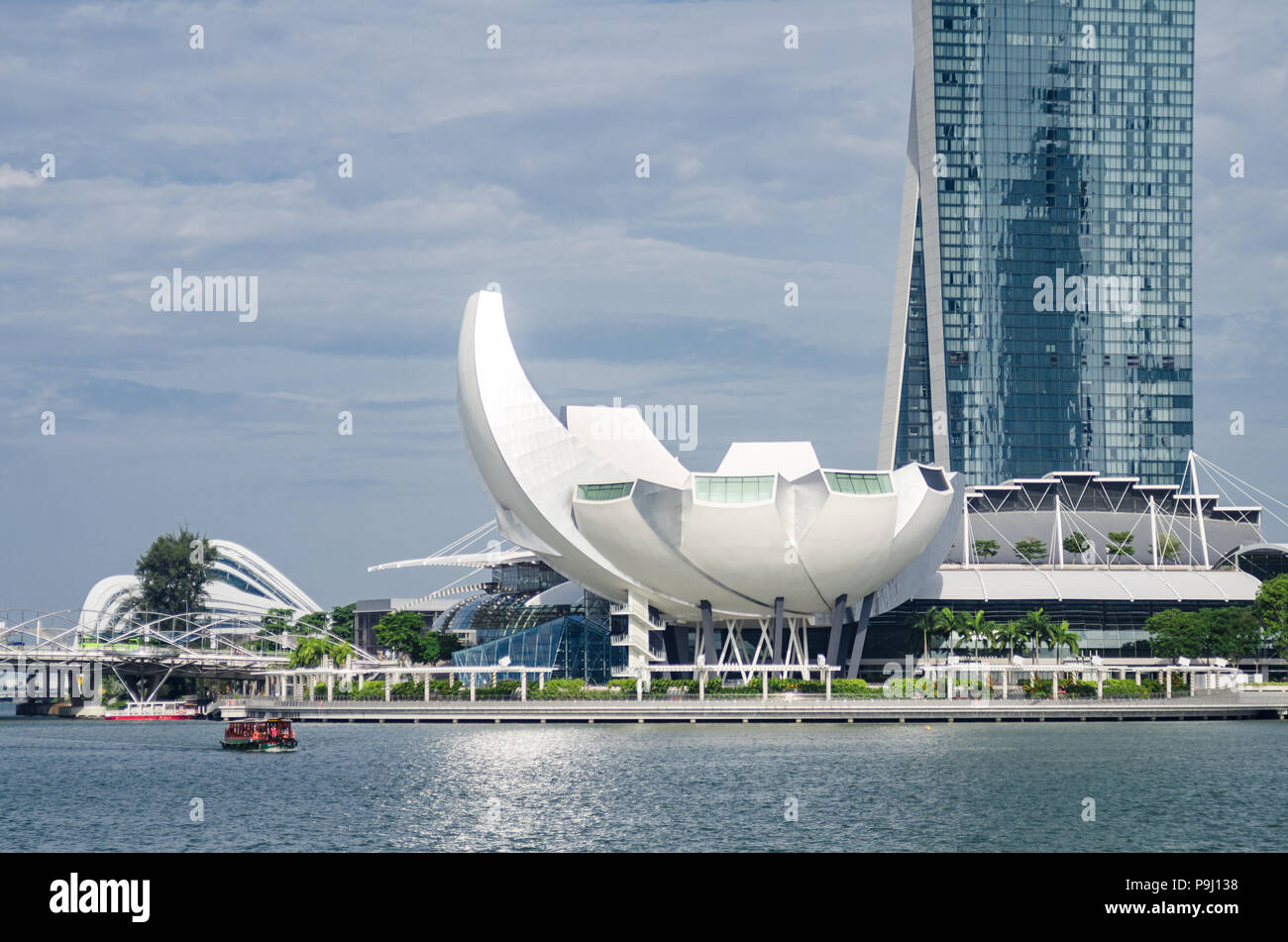 Beautiful day with singapore art science museum as seen from jubilee beautiful day with singapore art science museum as seen from jubilee bridge the architecture is said to be a form reminiscent of a lotus flower izmirmasajfo