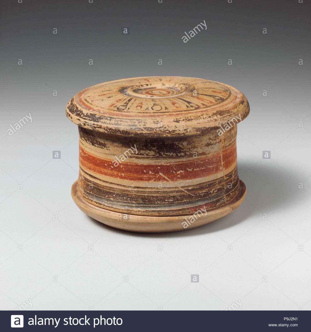 Terracotta pyxis (box), Late Corinthian, late 6th century