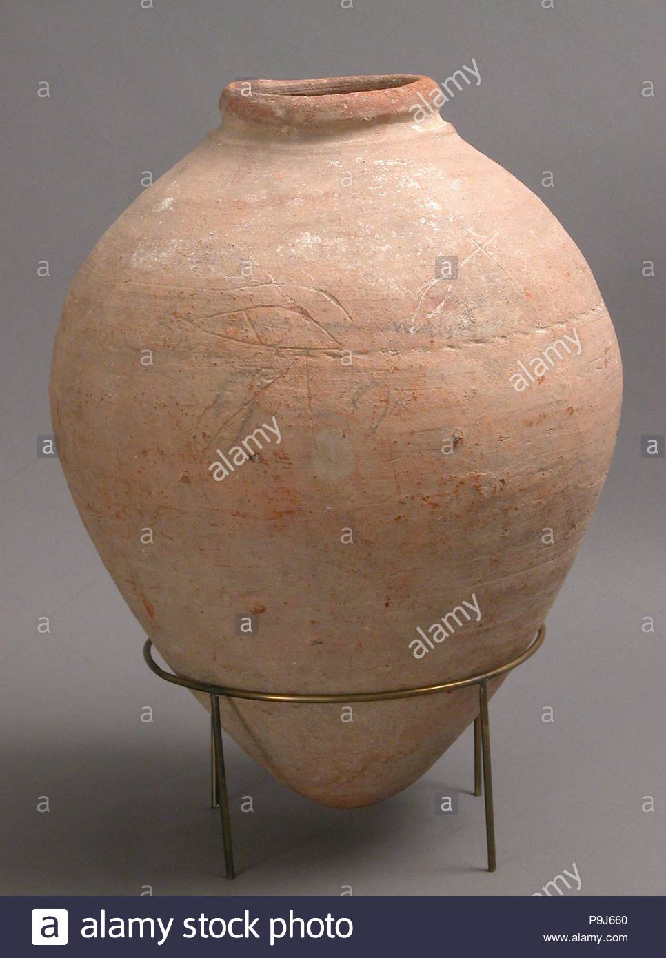 Jar, 4th–7th century, Made in Kharga Oasis, Byzantine Egypt, Coptic, Earthenware, with rope impression, 13 3/16 in. × 10 1/16 in. (33.5 × 25.6 cm), Ceramics. - Stock Image