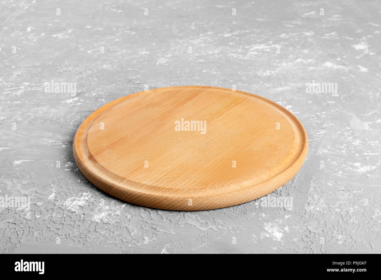 Empty Round Wooden Plate On Textured Table Wood Plate For Food Or Vegetable Serving To Customers Stock Photo Alamy