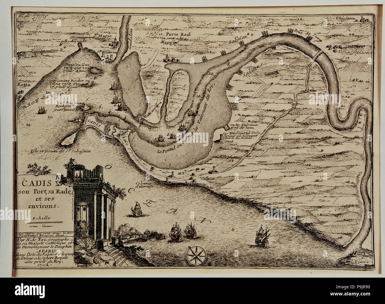 Schematic drawing of the harbor and the roads of the bay of Cadiz, at left drawing of the Pillars… Stock Photo
