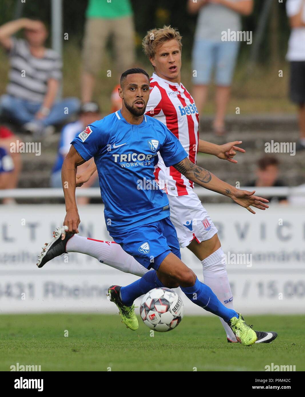 firo: 18.07.2018, Football, 2.Bundesliga, Season 2018/2019, VfL Bochum - Stoke City in Rheine Sidney SAM, Bochum, duels | - Stock Image