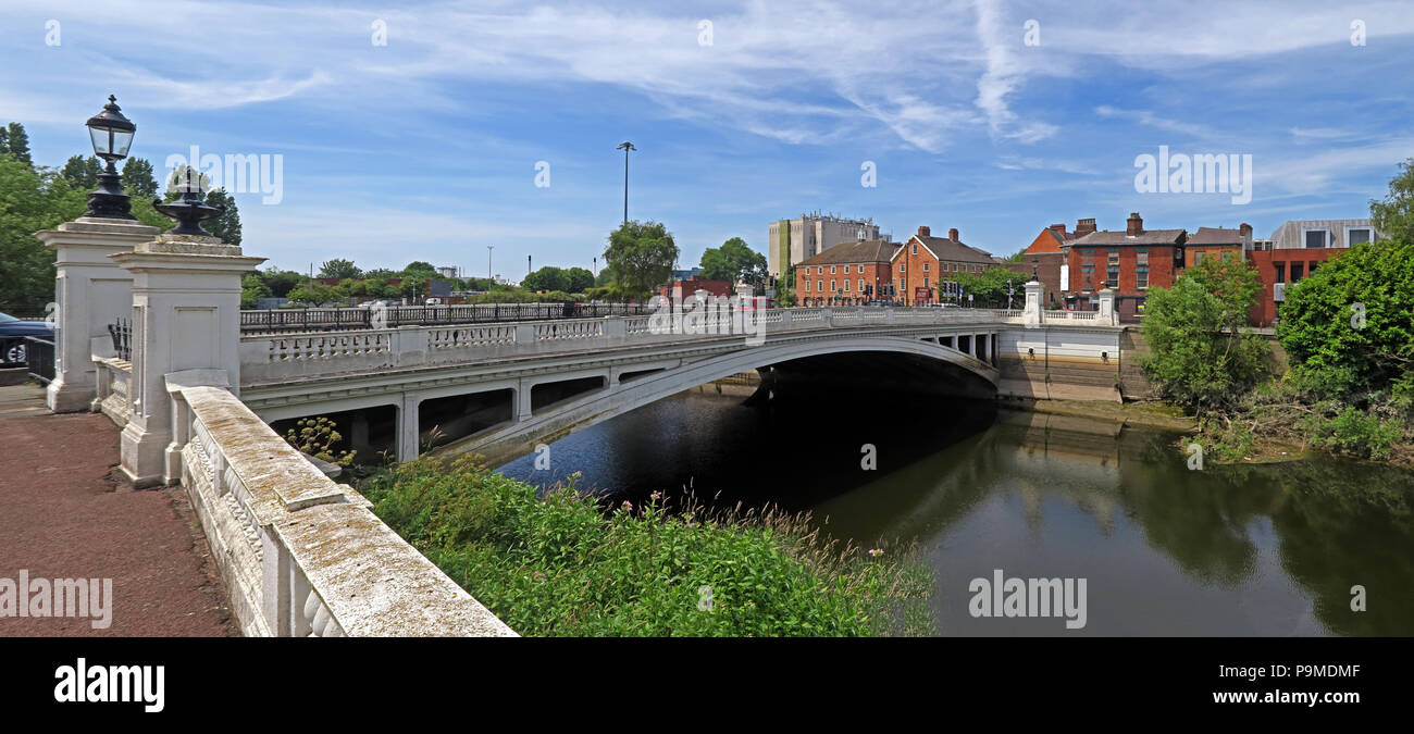 White Bridge over the Mersey River at Bridgefoot, Warrington, Cheshire, North West England, UK , WA1 1WA - Stock Image