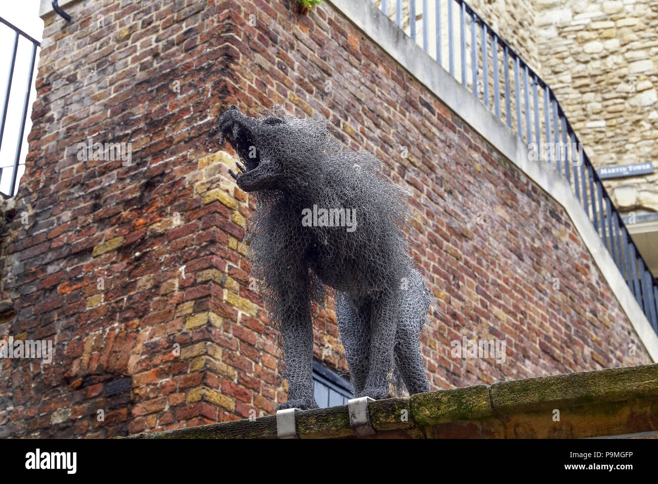 Wire animal sculptures at the Tower of London created by sculptor Kendra Haste, are a nod to the heritage of the Tower. Medieval Kings around Europe u - Stock Image