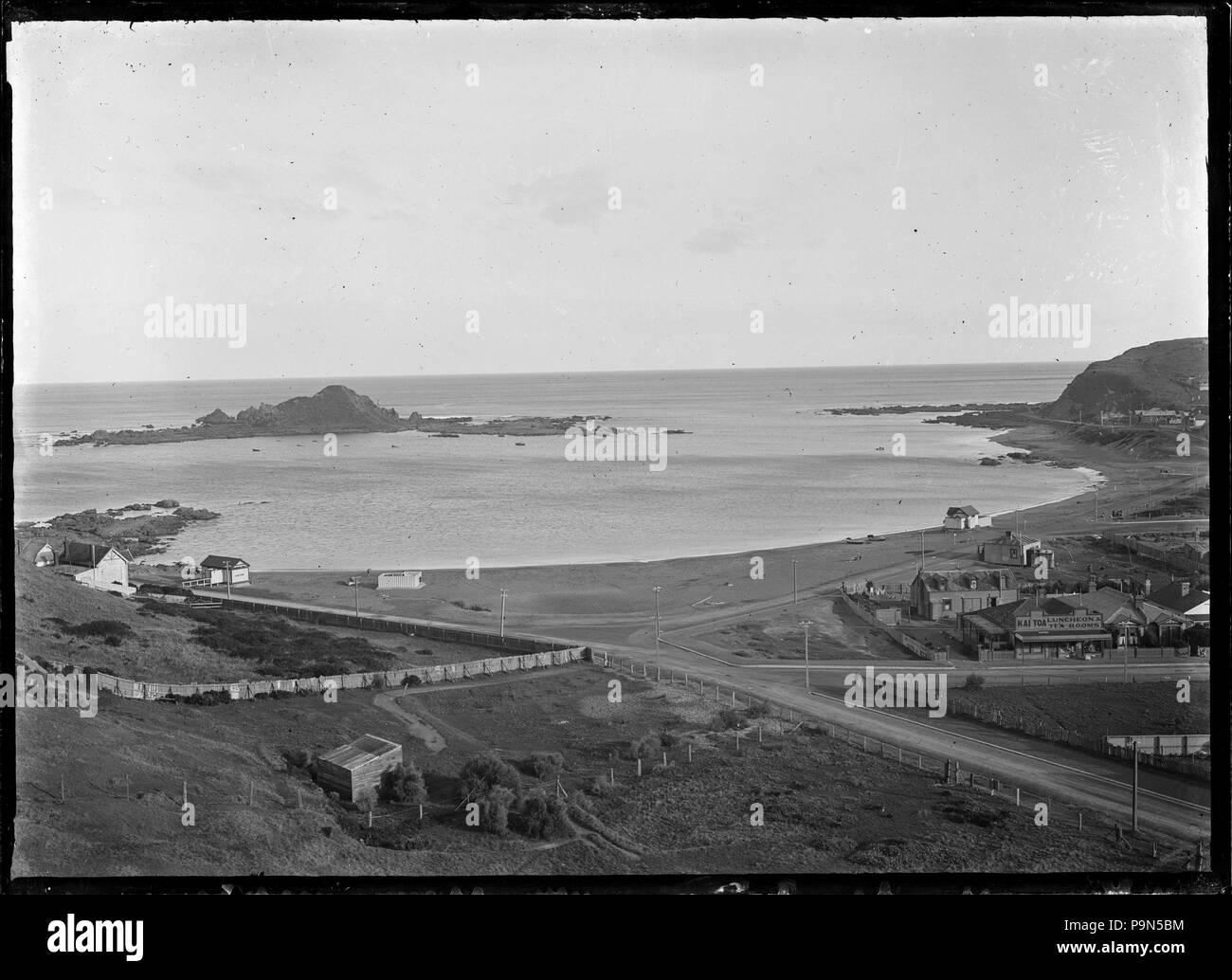 324 View overlooking Island Bay, with the Kai Toa Luncheon and Tea Rooms right foreground. ATLIB 286535 - Stock Image