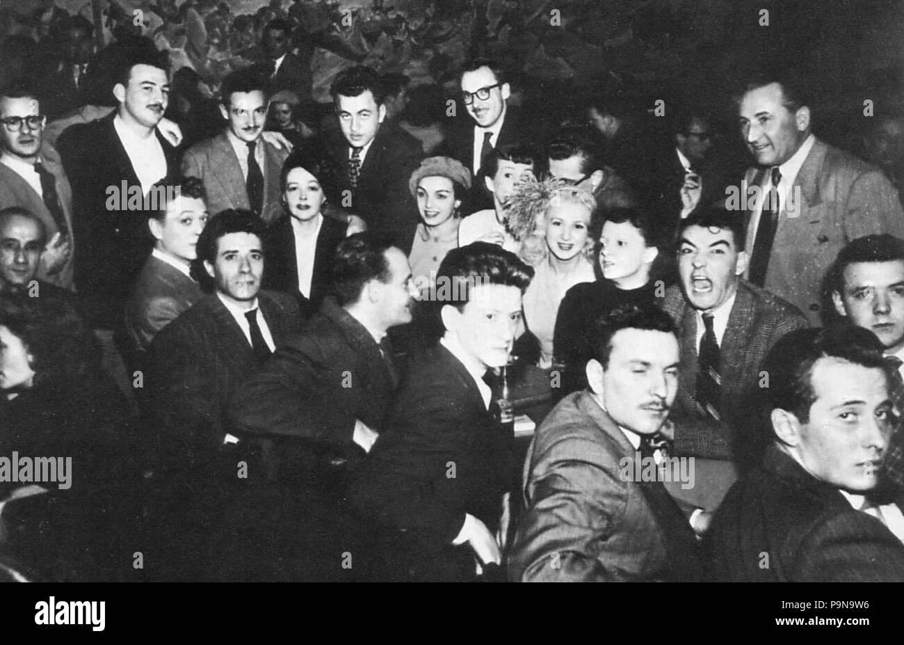319 Un groupe d artistes reunis au Faisan Dore - 1948 - Stock Image