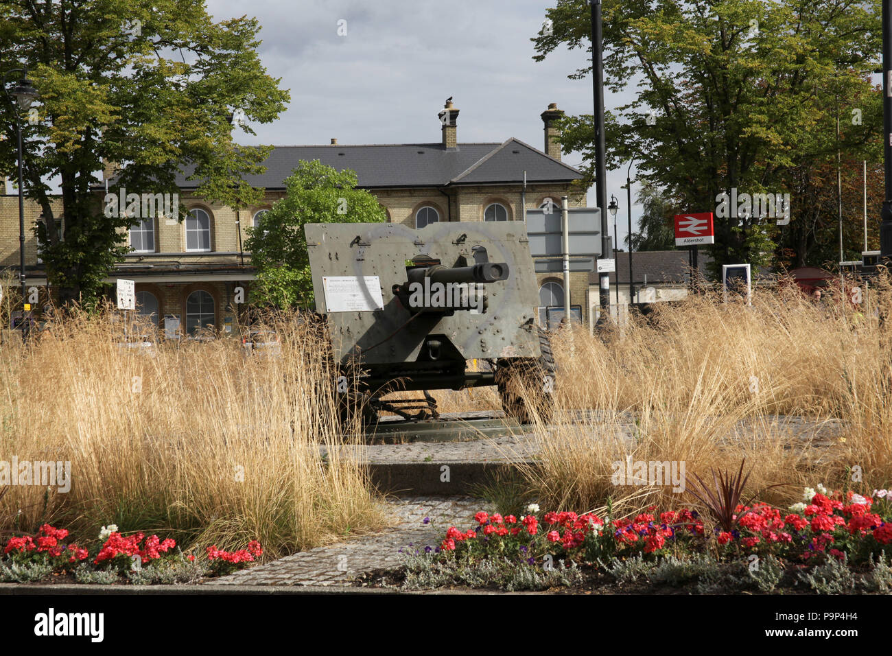 A 25 Pounder British field gun and howitzer found at the approach to Aldershot Train station, England. - Stock Image