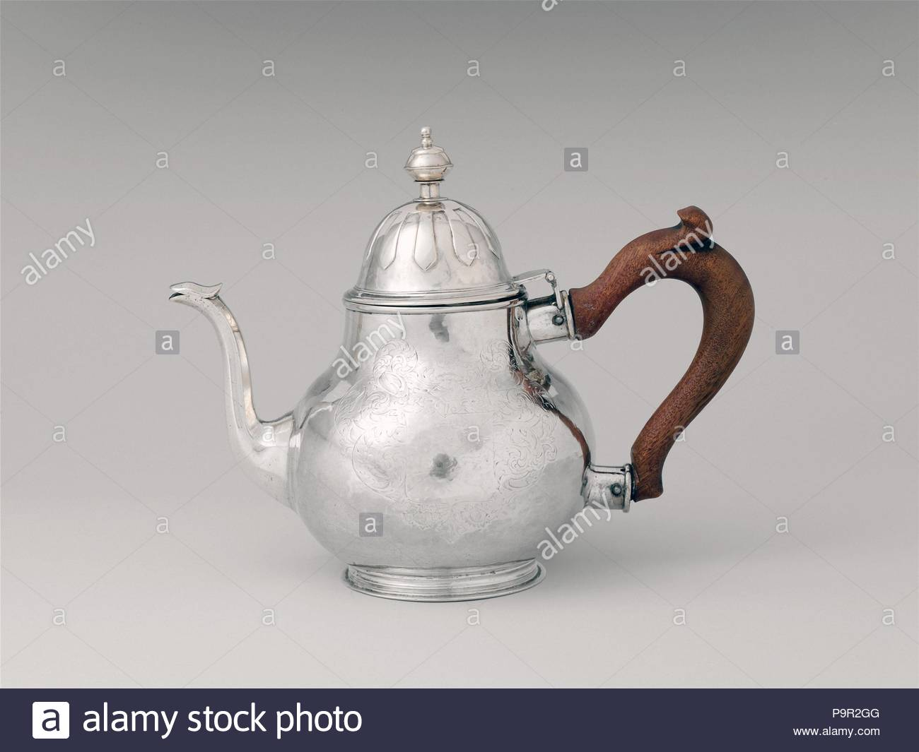 Teapot, ca. 1720, Made in New York, New York, United States, American, Silver, 7 3/16 × 9 5/16 in., 563.5g, 4 7/8 in. (18.3 × 23.7 cm, 18 oz., 12.4 cm), Silver, Peter Van Dyck (1684–1750). - Stock Image