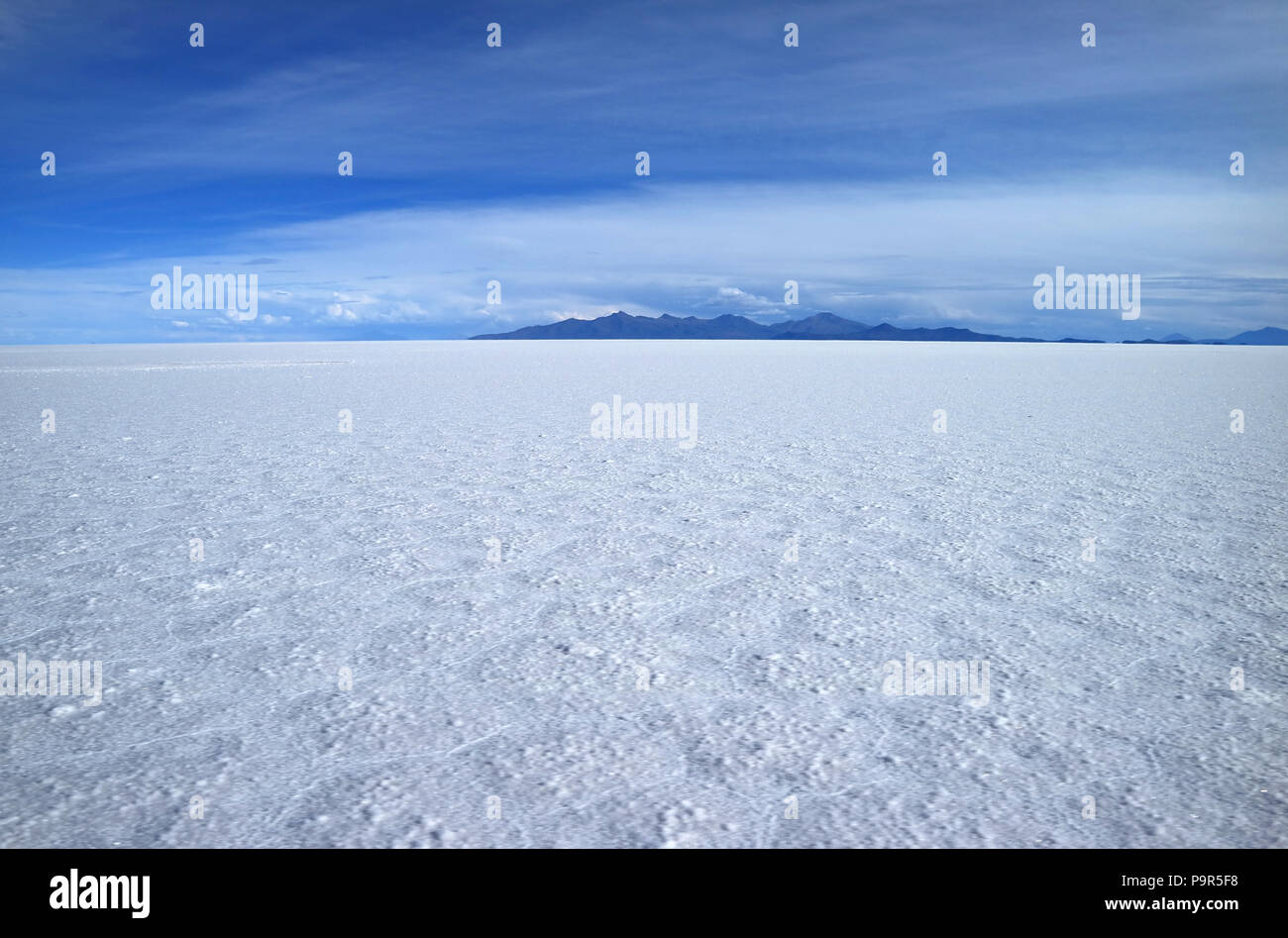 Stunning view of the world's largest salts flat, Salar de Uyuni in Potosi of Bolivia, South America - Stock Image