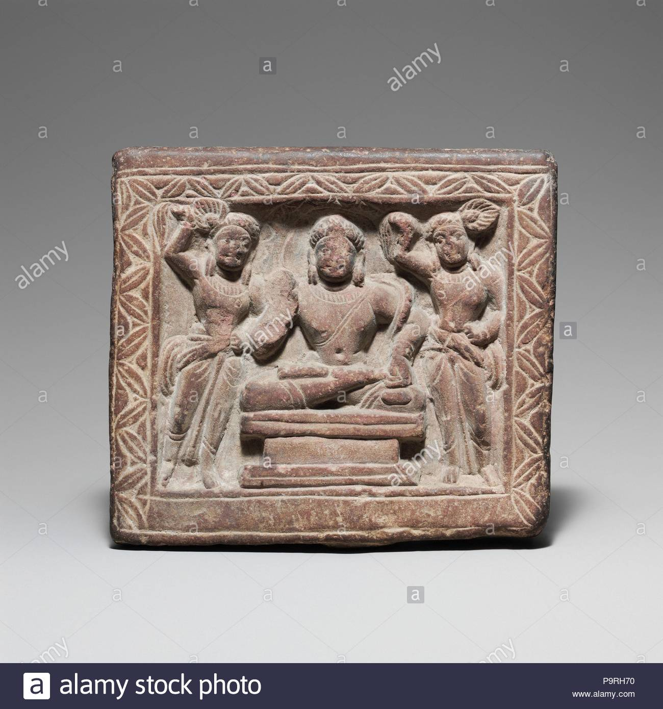 17 D Stock Photos Images Page 76 Alamy Helm Snail 315 Yellow Red Bodhisattva And Attendants 2nd3rd Century India Uttar Pradesh Mathura