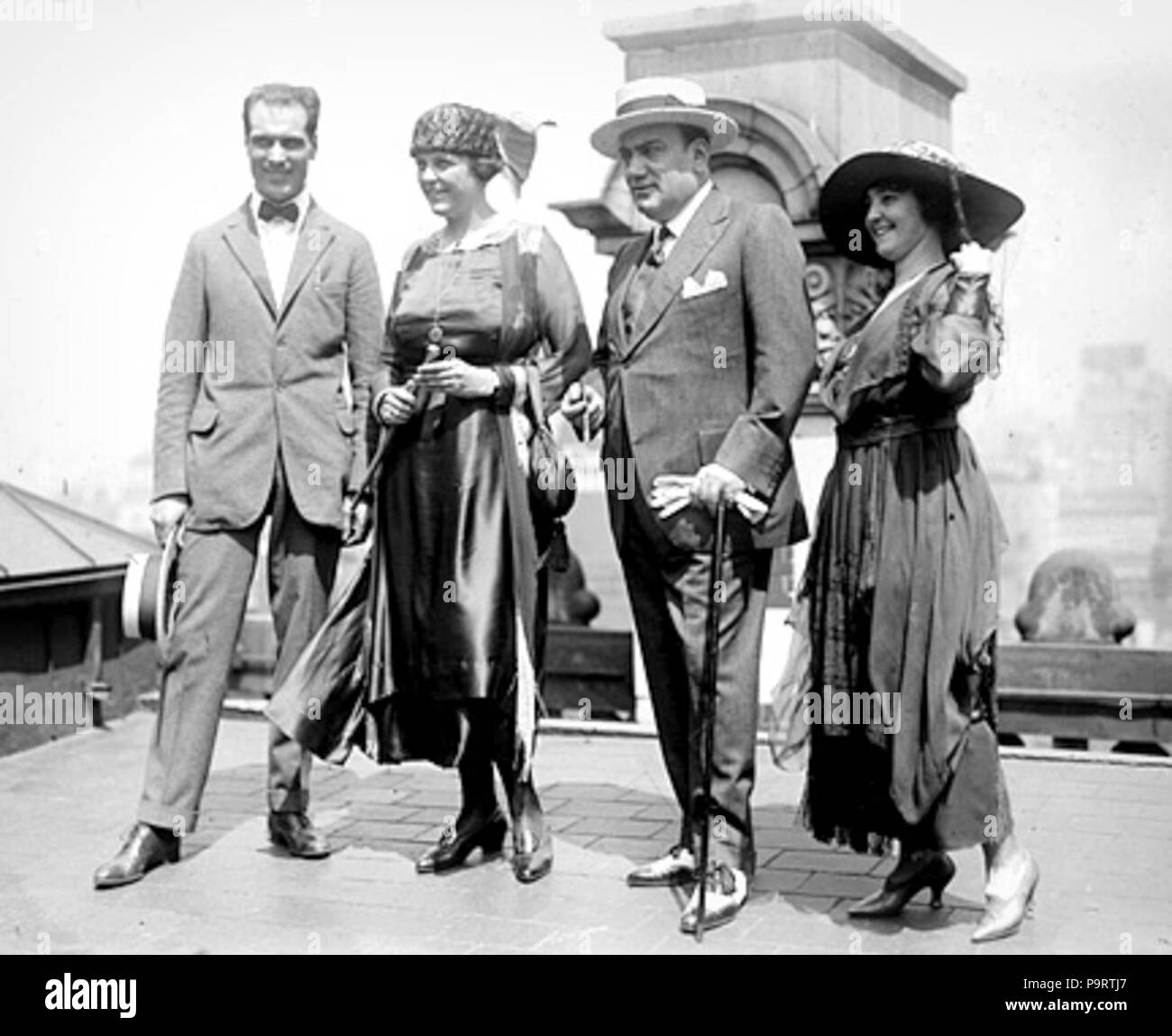 284 Caruso's wedding party on the roof of the Knickerbocker Hotel (New York), August 20, 1918. Left to right Bruno Zirato (Caruso's personal assistant), Dorothy Caruso, Enrico Caruso, Mrs. J. S. Keith Stock Photo