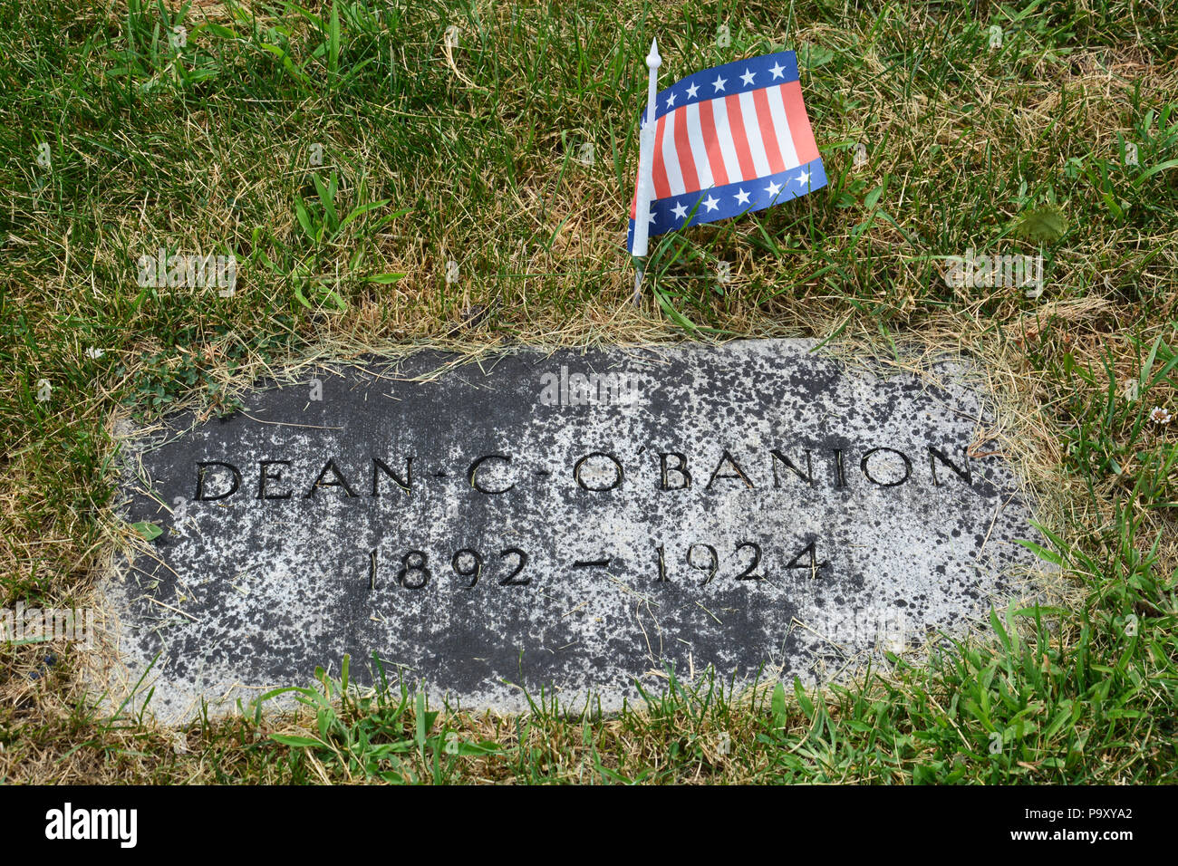 Headstone of 1920s Chicago gangster Dean (AKA Dion) O'Banion at Mt Carmel Cemetery in Hillside. O'Banion was gunned down in his flower shop in 1924. - Stock Image