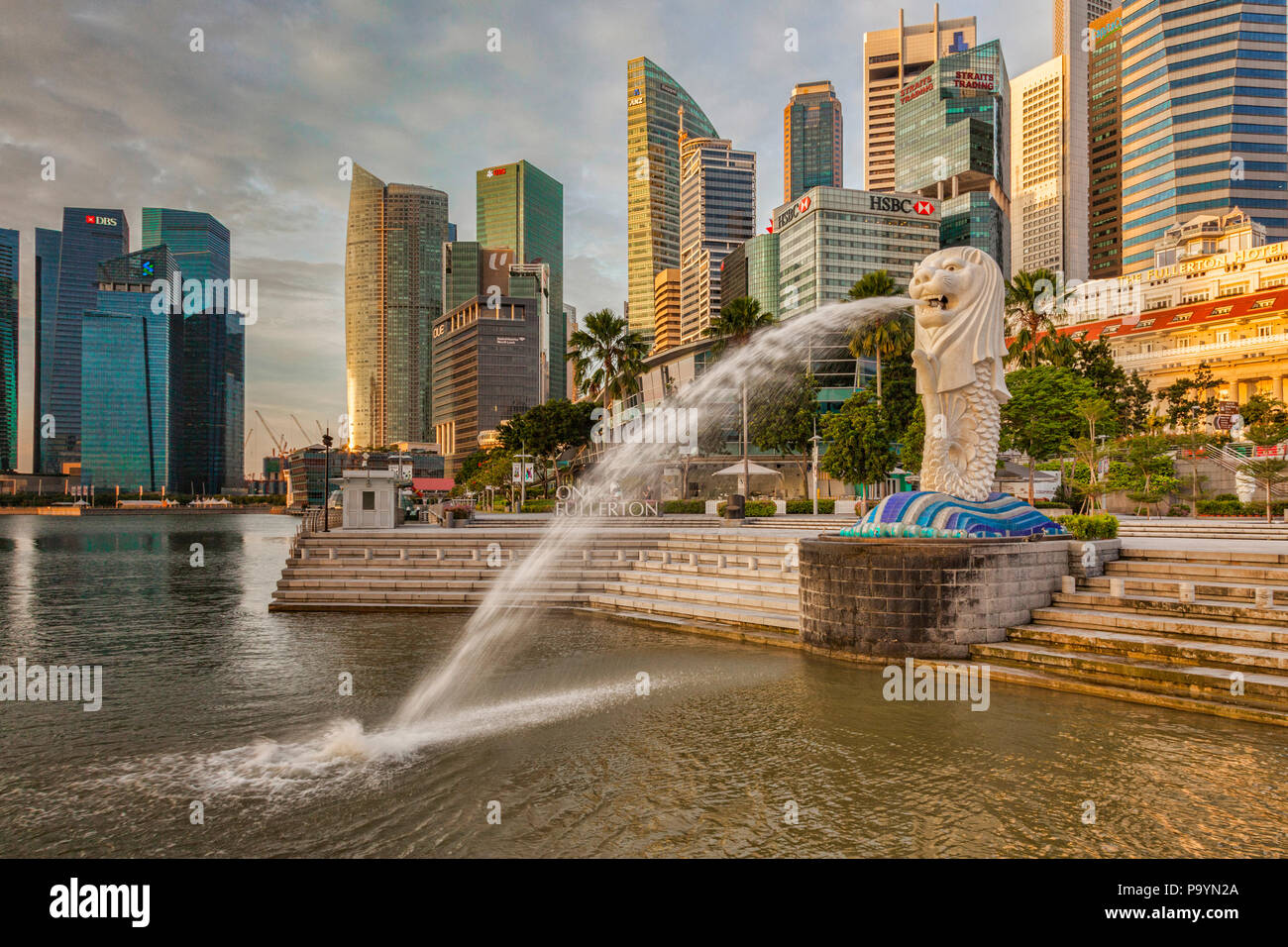 Singapore skyline with the Merlion, One Fullerton and the Financial District. - Stock Image