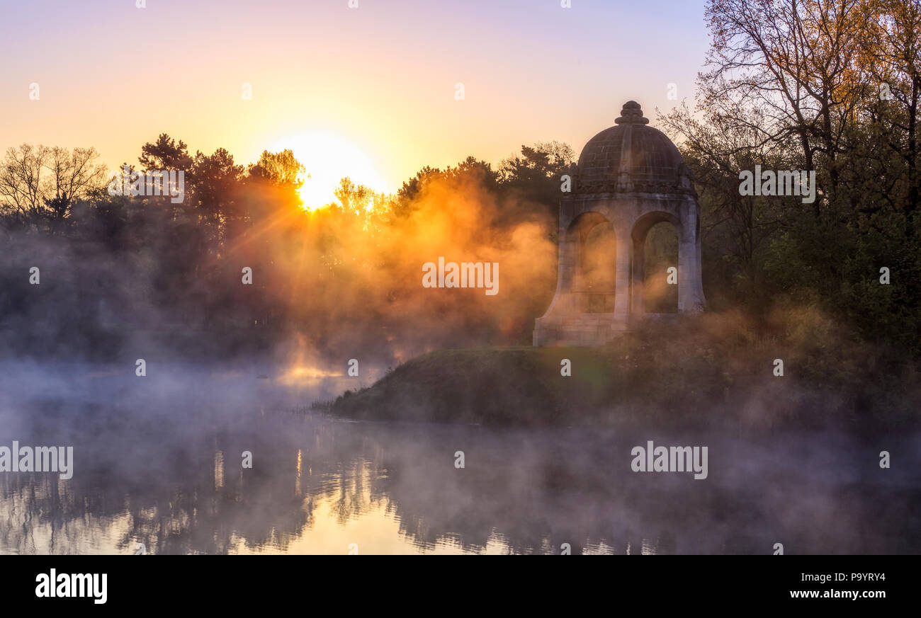 Adolf-Mittag-See in Magdeburg bei Sonnenaufgang Stock Photo