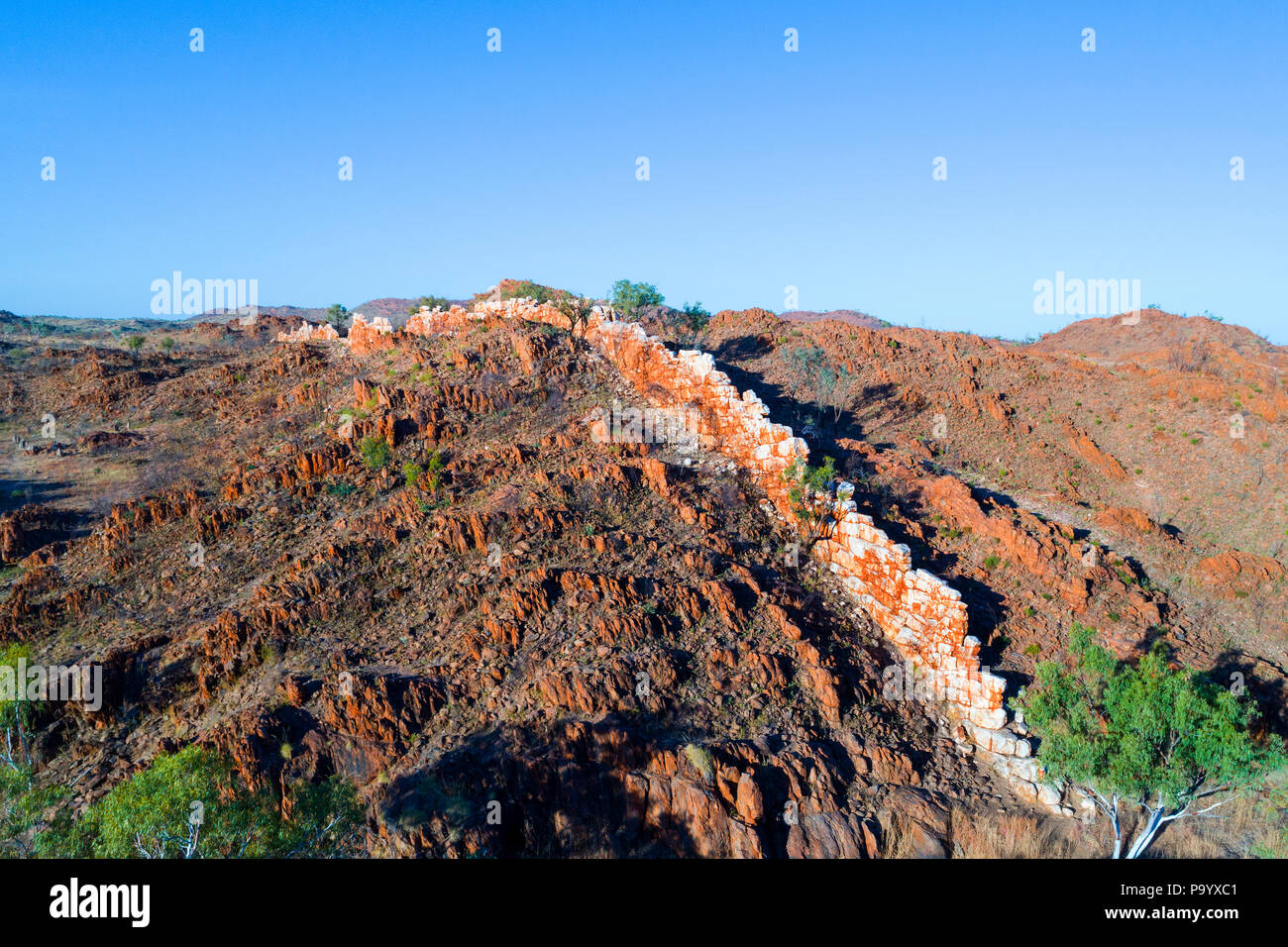 Aerial view of the China Wall, a sub vertical quartz vein protruding from the ground, Halls Creek, Kimberley,Northwest Australia - Stock Image