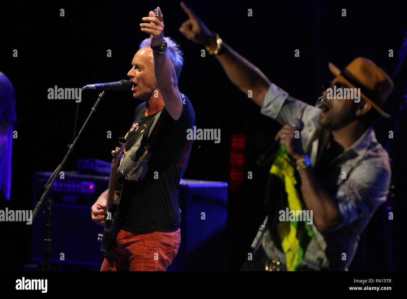 marbella spain 19th july 2018 singers sting and shaggy during festival starlite in marbella on thursday 19 july 2018 credit cordon press alamy live