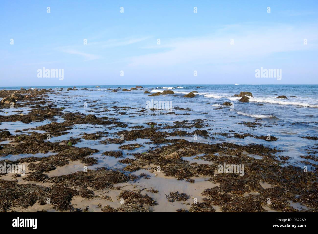 A view of the ocean from Mansion Beach, Block Island, Rhode Island. - Stock Image