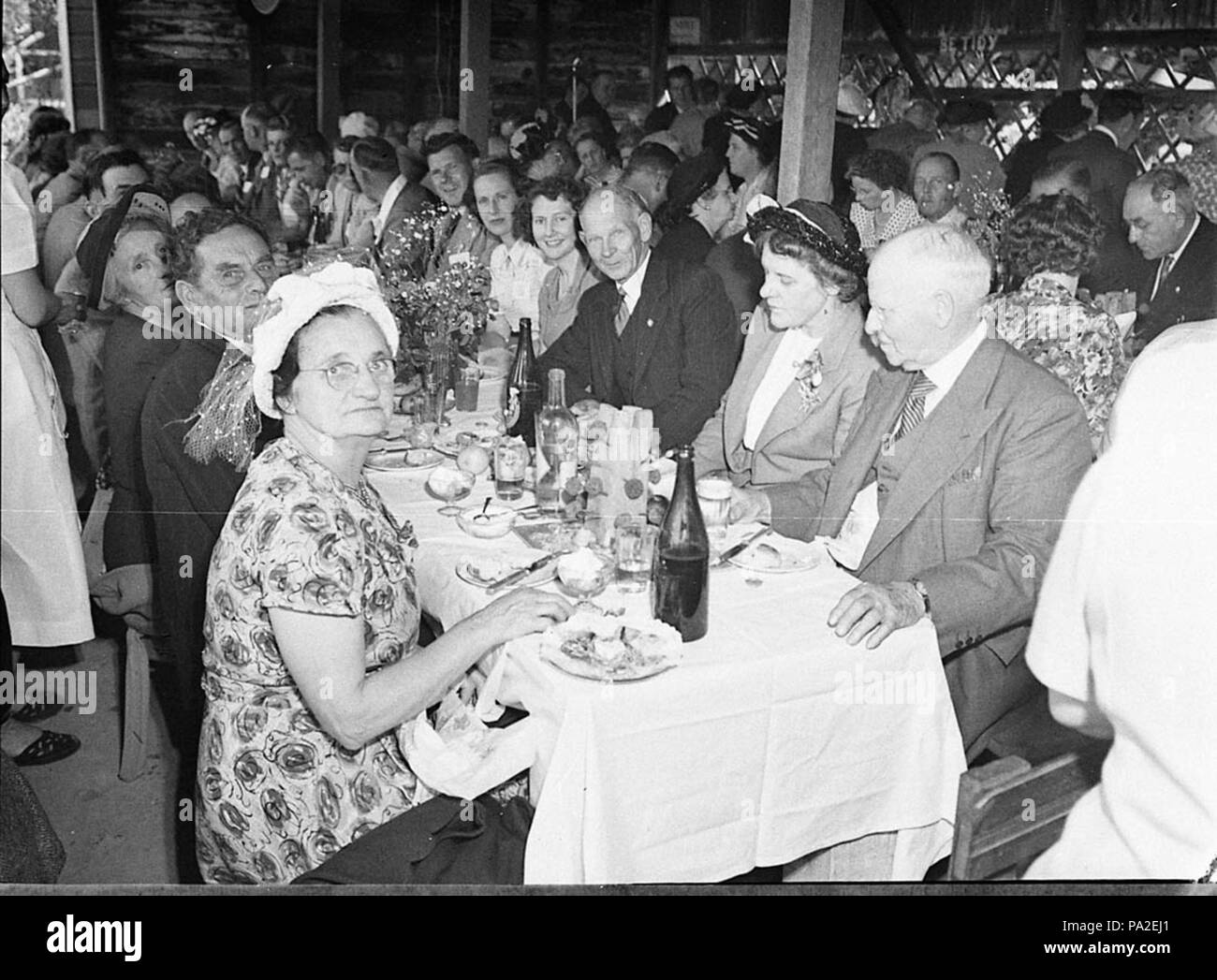 262 SLNSW 36731 Associated Bread Manufacturing Conference picnic luncheon at Middle Harbour - Stock Image