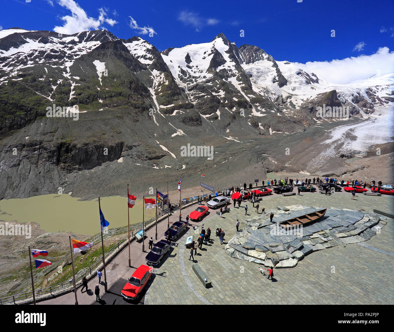 Grossglockner high alpine road and Visitor Center at Kaiser-Franz-Josefs-Hoehe, with the Pasterze Glacier is in the background - Stock Image