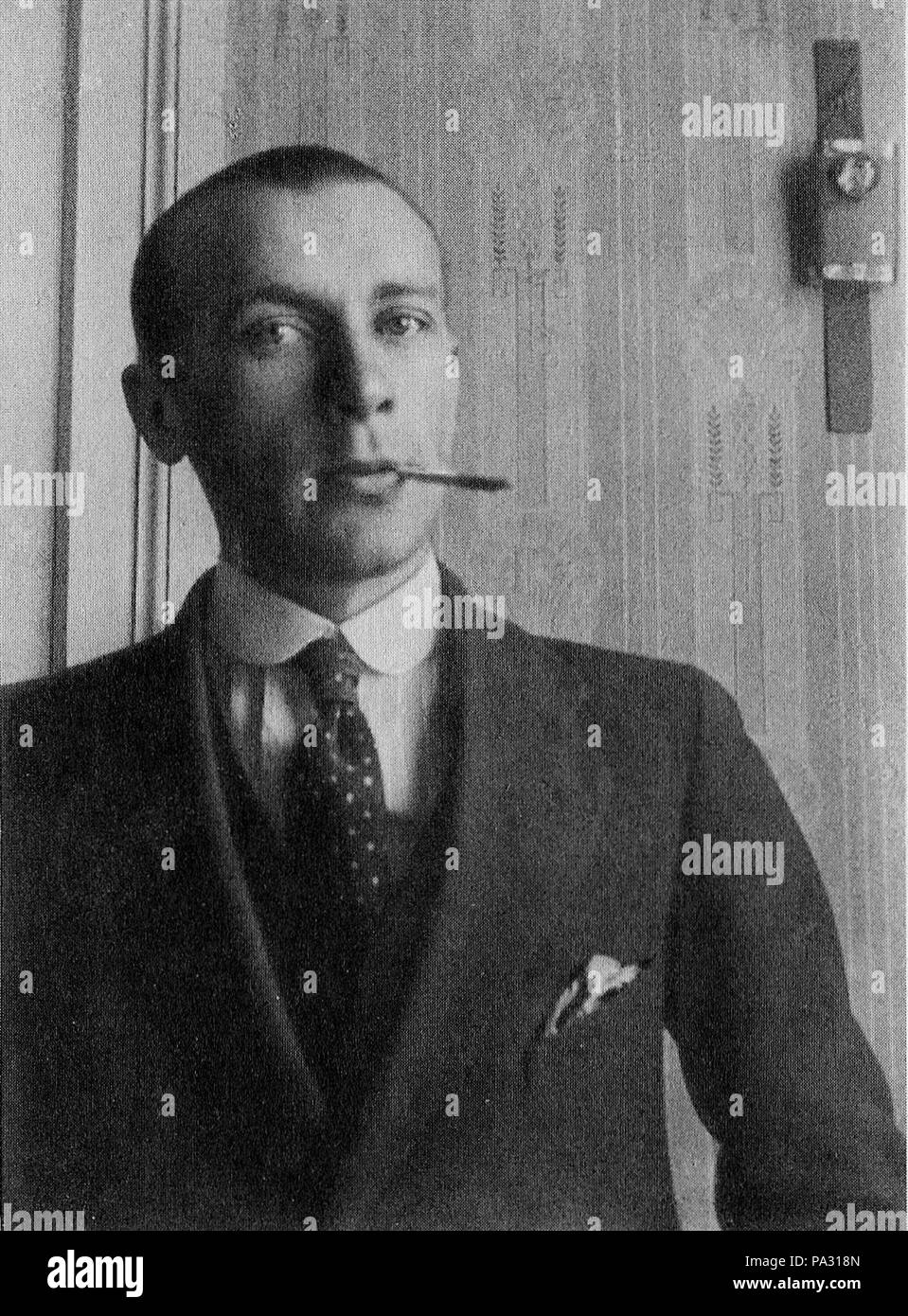 . English: Mikhail Bulgakov in the 1910s, during his university years. before 1916 (date he completed University studies) 257 Bulgakov1910s - Stock Image