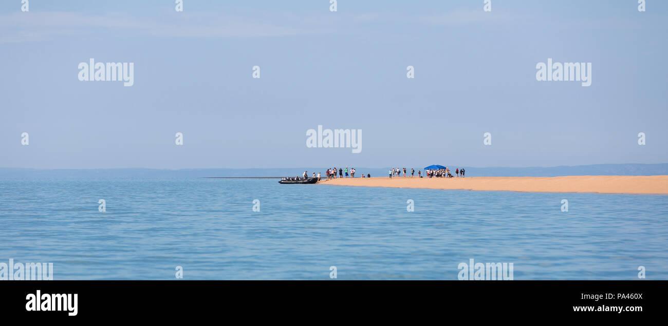 Tourists landing on a sandbar, Western Australia - Stock Image
