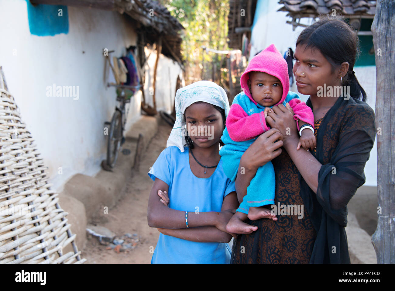 Young family with children living in Kanha village near the Kanha National Park, in India - Stock Image