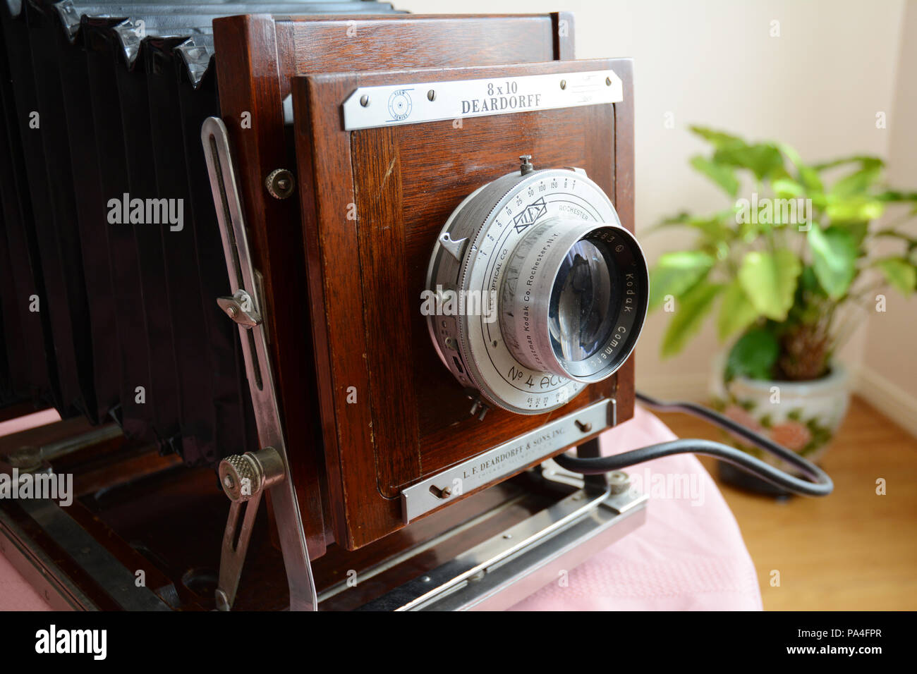 A foldable large format Deardorff antique 8x10 analog field camera and Kodak lens built in the 1950s. - Stock Image
