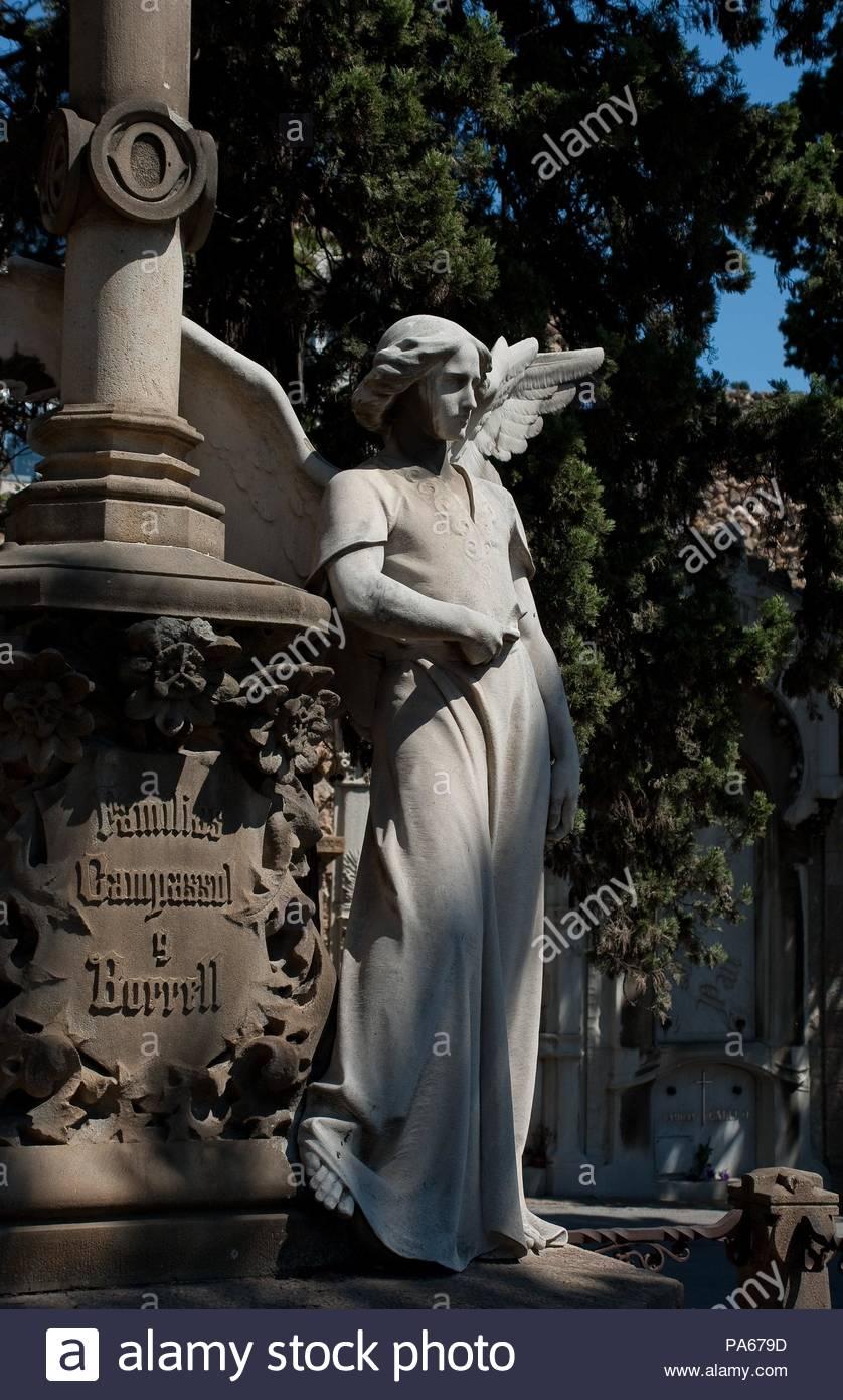 Josep Llimona (sculptor), Miquel Bertrán de Quintana (architect) / 'Pantheon Campassol-Borrell', 1903, Funerary set, Montjuic cementery. - Stock Image