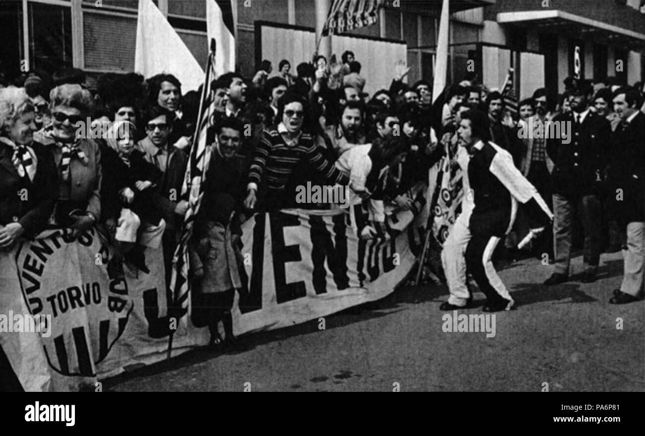 7 1972–73 European Cup - Újpesti Dózsa v Juventus - Juve's fans at Turin Airport - Stock Image