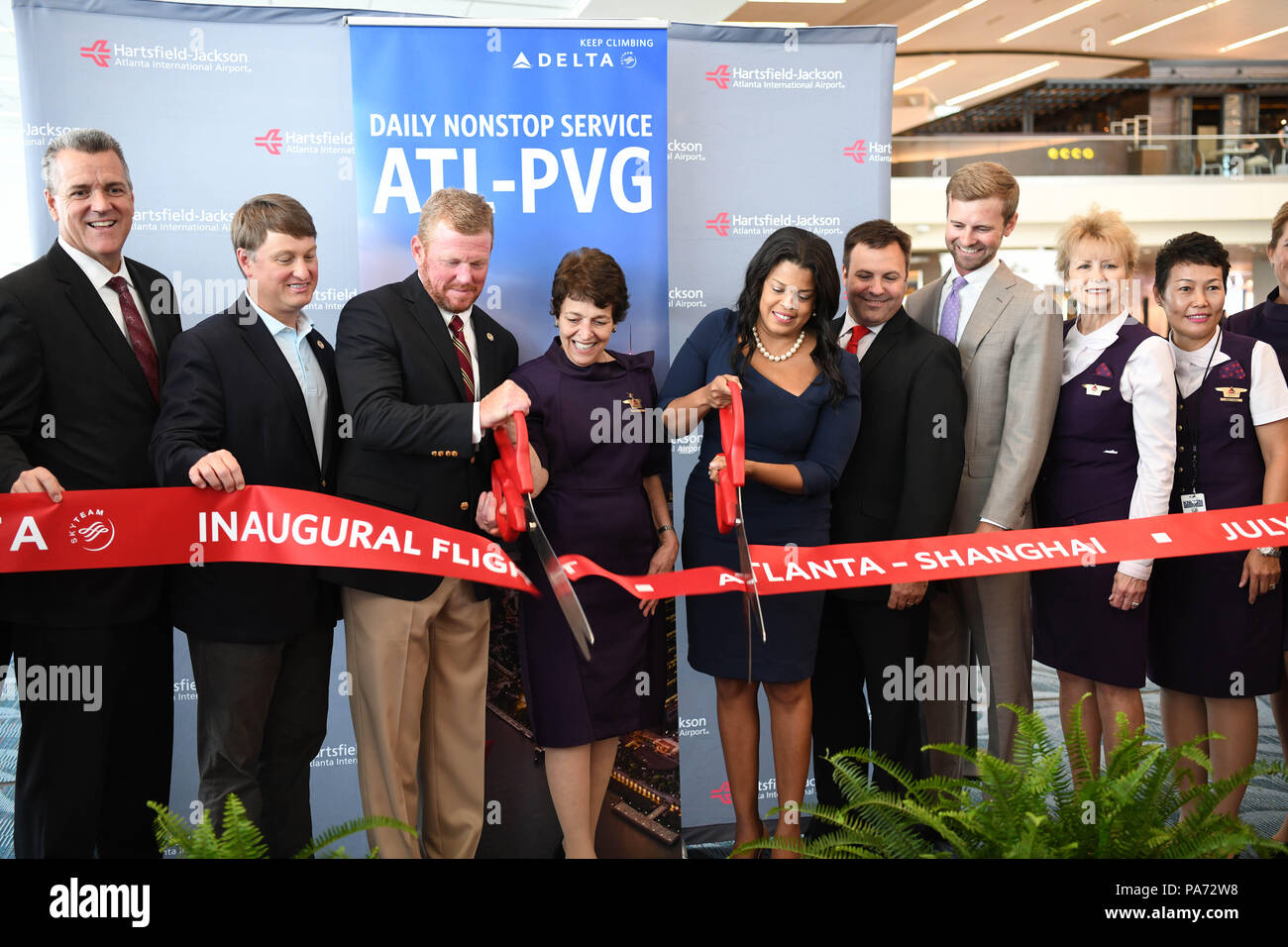Atlanta, USA. 20th July, 2018. Guests cut the ribbon at the inaugural flight ceremony at Hartsfield-Jackson Atlanta International Airport in Atlanta, the United States, July 20, 2018. U.S. airline giant Delta Air Line relaunched a non-stop flight route Friday between Atlanta, state of Georgia, and China's Shanghai. Credit: Liu Jie/Xinhua/Alamy Live News - Stock Image