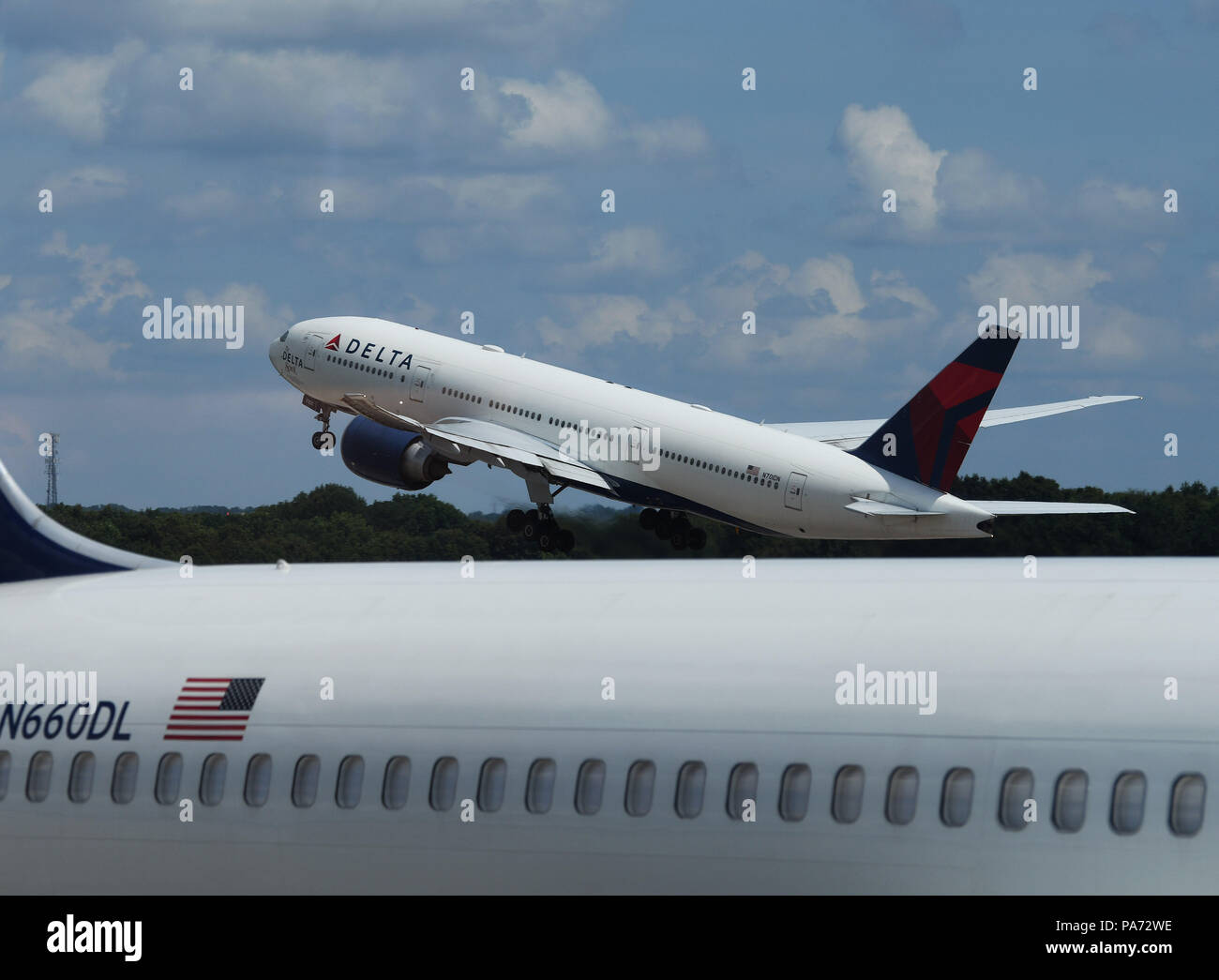 Atlanta, USA. 20th July, 2018. The first Atlanta-Shanghai flight takes off at Hartsfield-Jackson Atlanta International Airport in Atlanta, the United States, on July 20, 2018. U.S. airline giant Delta Air Line relaunched a non-stop flight route Friday between Atlanta, state of Georgia, and China's Shanghai. Credit: Liu Jie/Xinhua/Alamy Live News - Stock Image