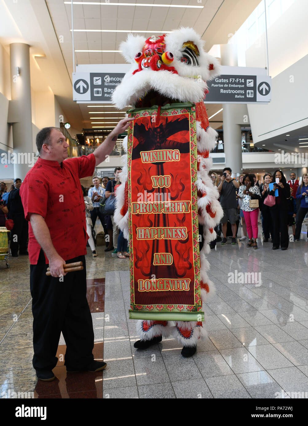 Atlanta, USA. 20th July, 2018. Actors perform lion dance at the inaugural flight ceremony at Hartsfield-Jackson Atlanta International Airport in Atlanta, the United States, July 20, 2018. U.S. airline giant Delta Air Line relaunched a non-stop flight route Friday between Atlanta, state of Georgia, and China's Shanghai. Credit: Liu Jie/Xinhua/Alamy Live News - Stock Image