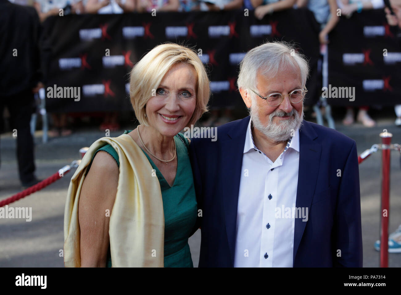 Worms, Germany. 20th July 2018. German television and news presenter Petra Gerster and her husband German publicist Christian Nurnberger arrive for the premiere of the 'Nibelungenfestspielen' In Worms.  Actors, politicians and other VIPs attended the opening night of the 2018 Nibelungen-Festspiele (Nibelung Festival) in Worms. The play in the 17. Season of the festival is called 'Siegfrieds Erben' (Siegfried's heirs) from authors Feridun Zaimoglu and Gunter Senkel, and directed by Roger Vontobel. It begins, where the traditional Song of the Nibelungs ends and shows the aftermath of the massacr - Stock Image