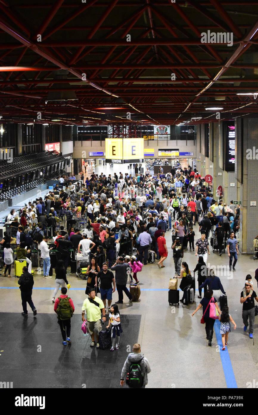 Aeroporto Sp : Grande sÃo paulo sp 20.07.2018: movimentaÇÃo aeroporto de