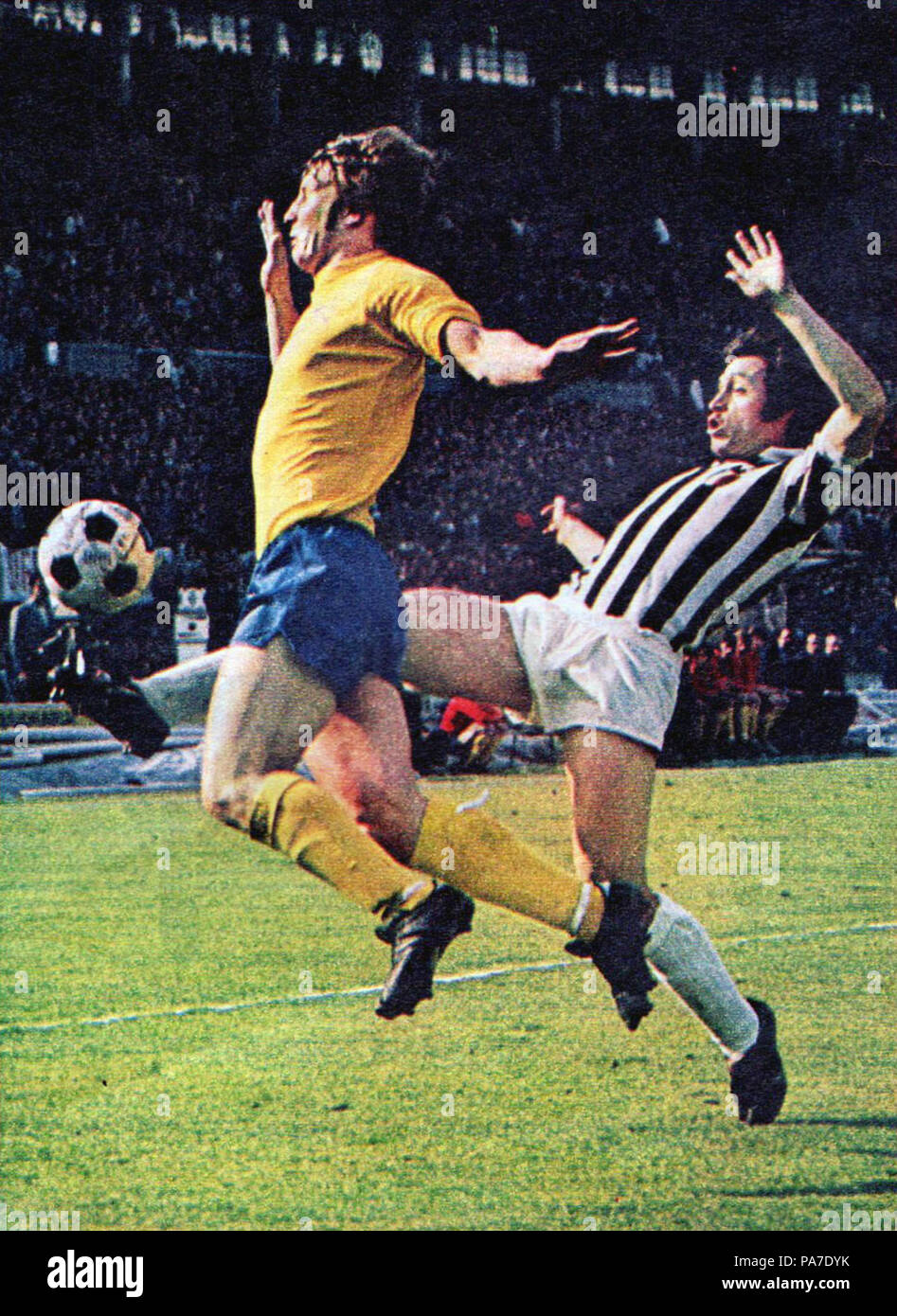 77 European Cup 1972-73 - Juventus v Derby County - John McGovern & Franco Causio Stock Photo