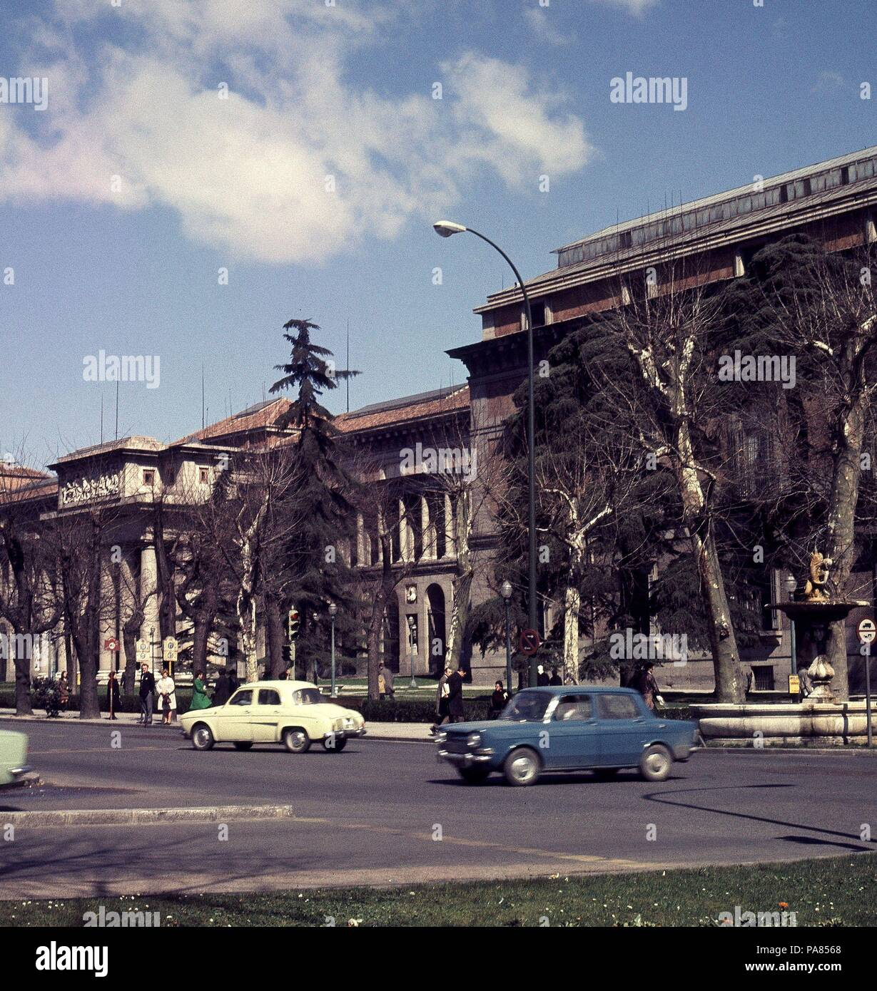 Museo Del Prado Desde Las Fuentes De Las 4 Estaciones Location - Fuentes-exterior