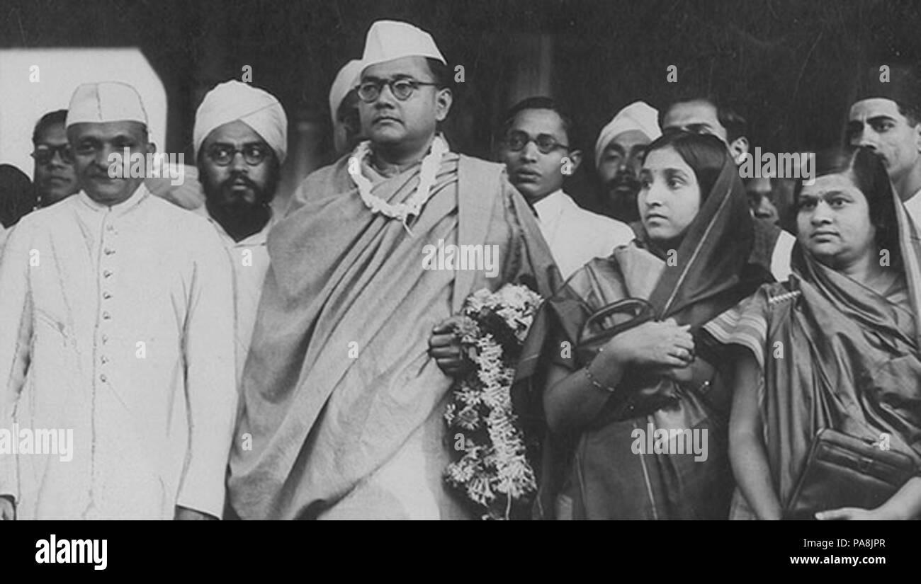 122 Subhash Chandra Bose with people - Stock Image