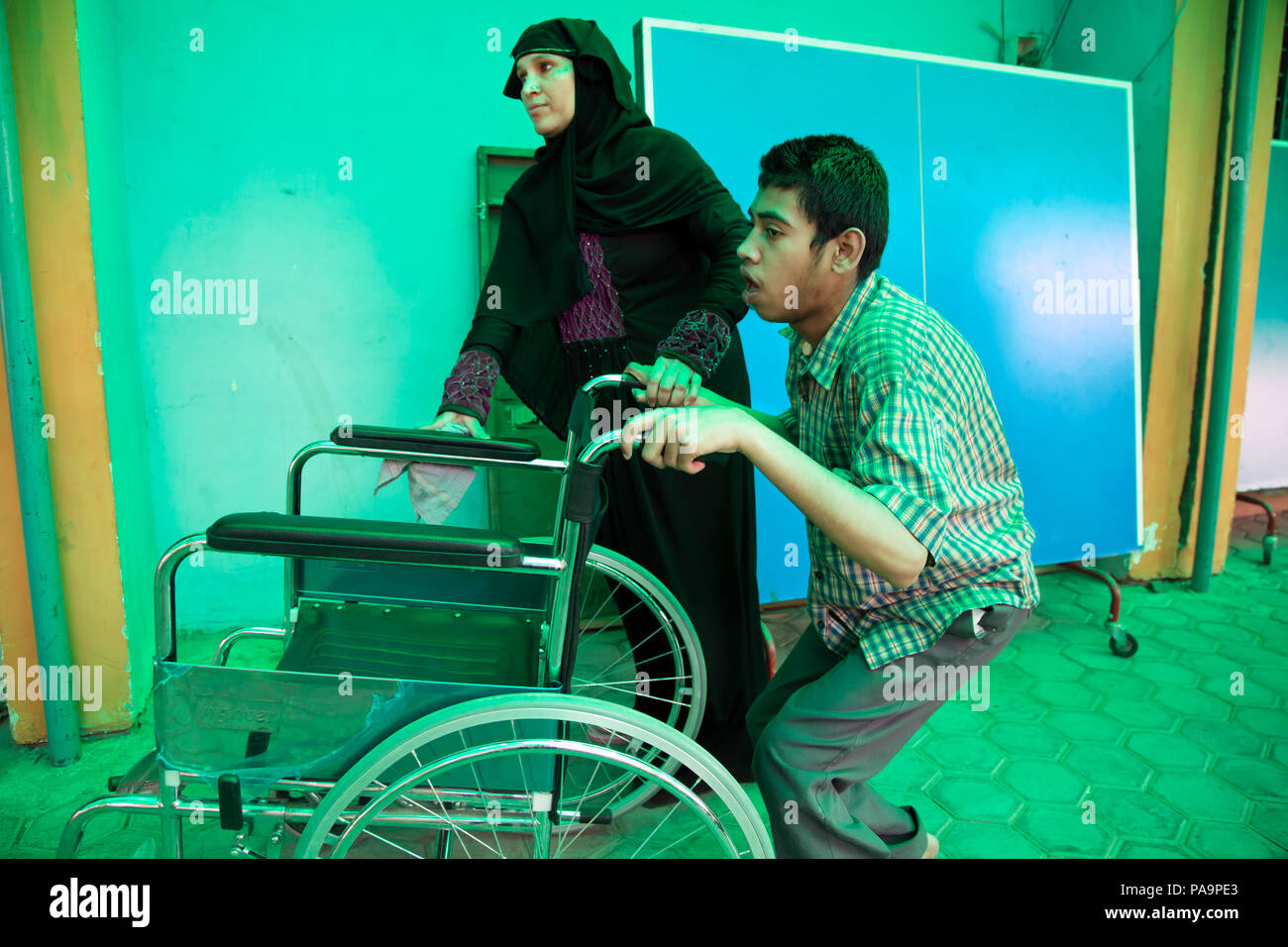 Disabled child and his mother at Chingari Rehabilitation Centre, Bhopal, India - Stock Image