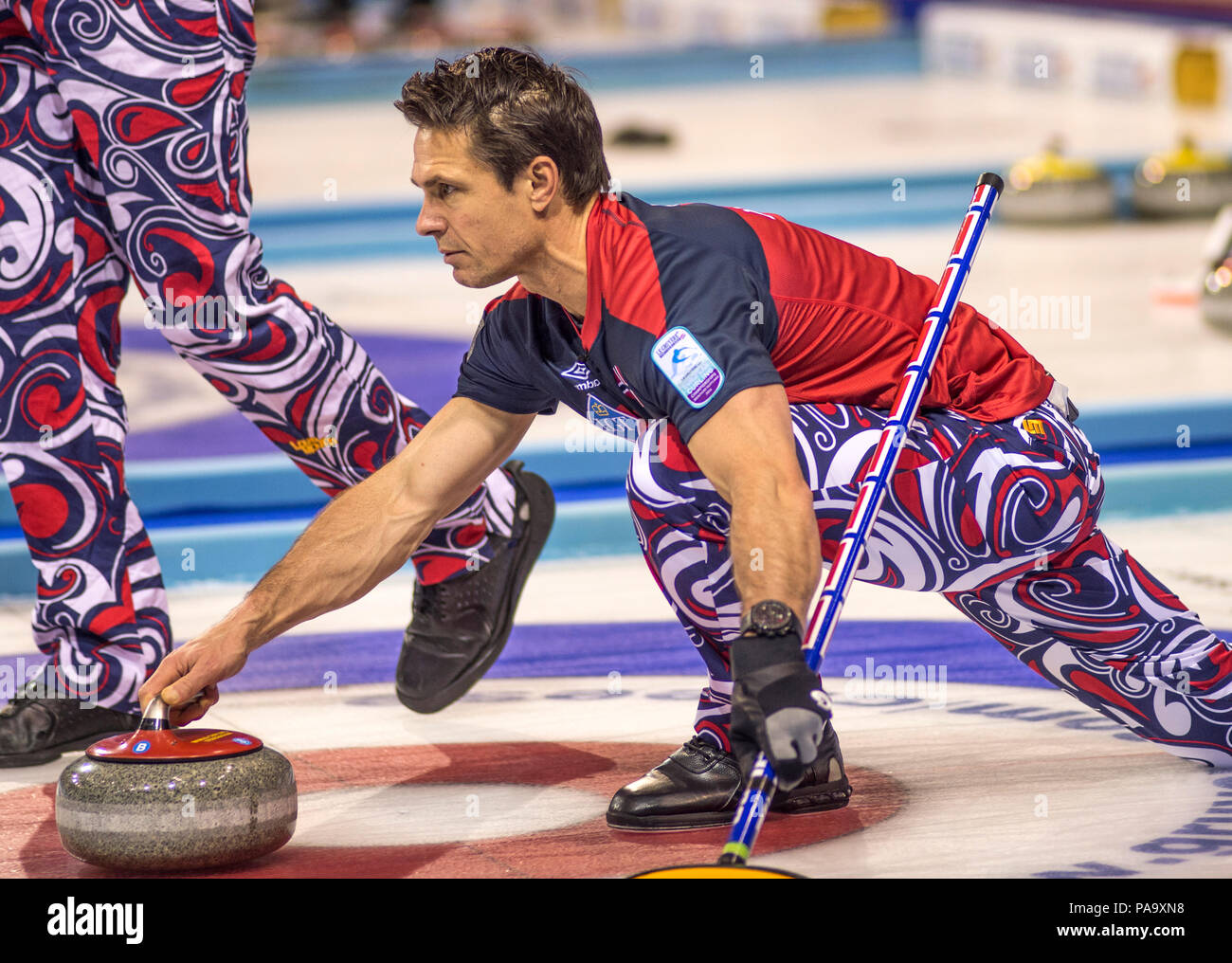 Glasgow, SCOTLAND,  Norway's, Thomas ULSRUD, 'guiding his 'Stone' towards the, 'Hog Line' during his 'Round Robin',' Game, 'Le Gruyère European Curling Championship's', 2016 Venue, Braehead,  Scotland, Tuesday  22/11/2016  © Peter SPURRIER, - Stock Image