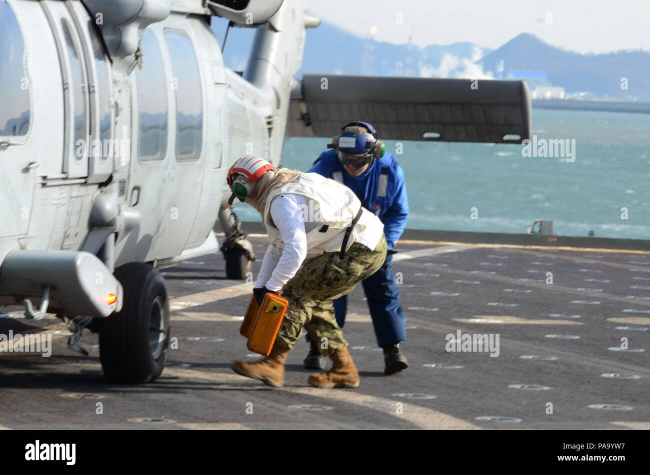 160310-N-WJ640-153 GWANGYANG, South Korea (Mar. 10, 2016)—Sailors prepare an MH-60S helicopter, with Helicopter Sea Combat Squadron TWO FIVE, for takeoff on board dry cargo/ammunition ship USNS Sacagawea (T-AKE 2), March 10. The Sacagewea was one of three MPF ships that offloaded her cargo in support of Exercise Ssang Yong 16, under the Exercise Freedom Banner 16 directive. (U.S. Navy photo by Mass Communication Specialist 3rd Class Madailein Abbott/Released) Stock Photo