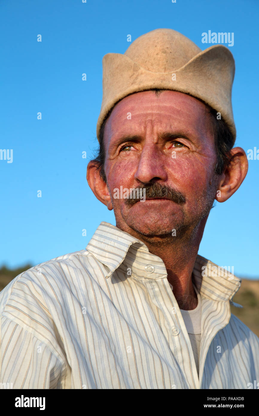 Portrait of Qashqai nomad man with traditional Qashqai people hat, Iran - Stock Image
