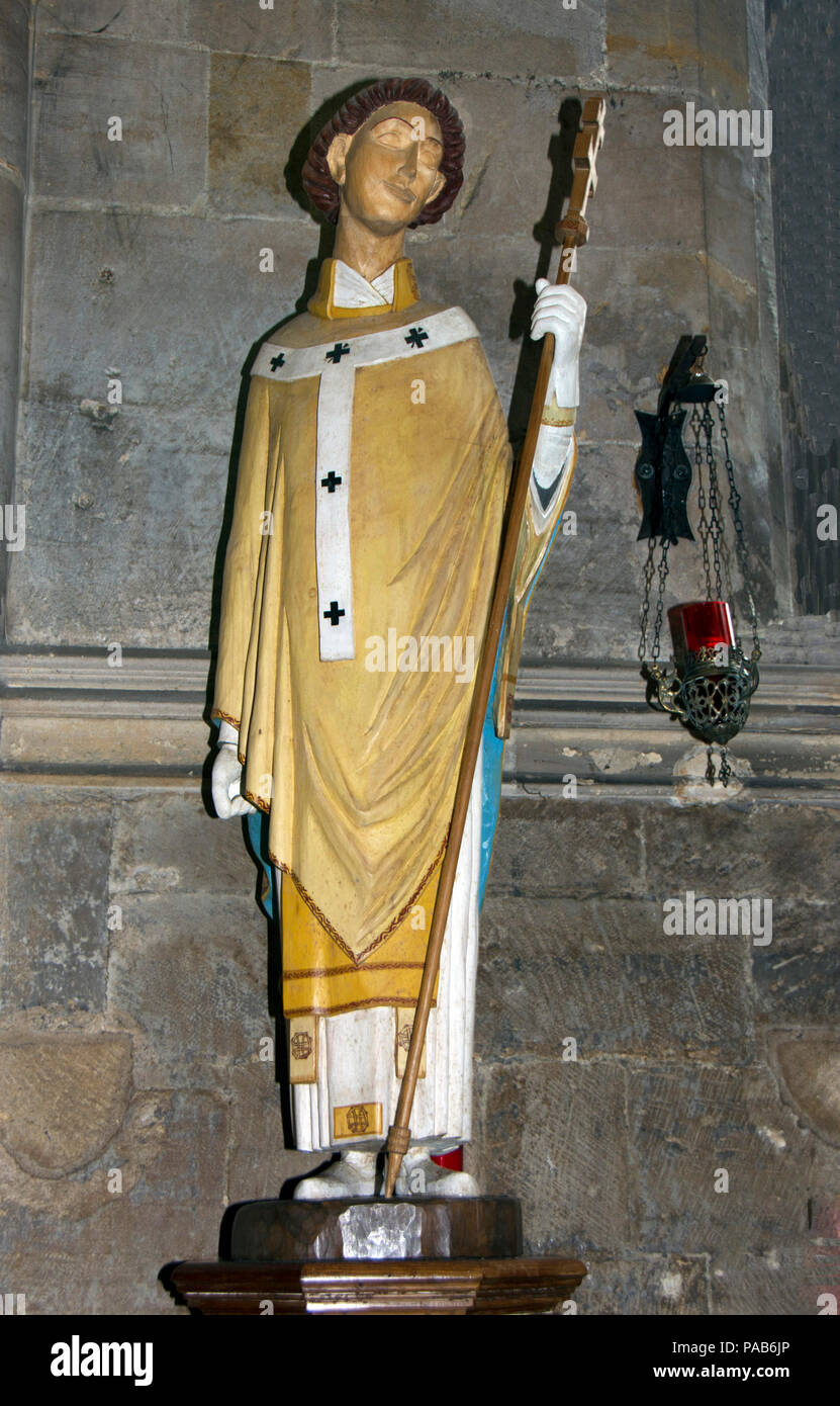 GLOUCESTERSHIRE; TEWKESBURY ABBEY; EFFIGY OF ST. DUNSTAN, PATRON SAINT OF BELL RINGERS - Stock Image