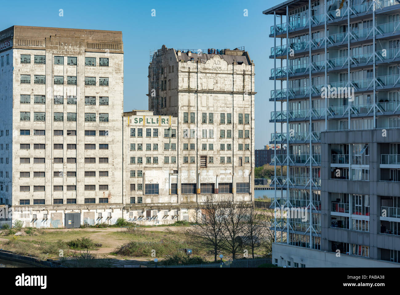 Old and new. Spillers Millennium Mills in West Silvertown awaiting its planned and long delayed redevelopment - Stock Image